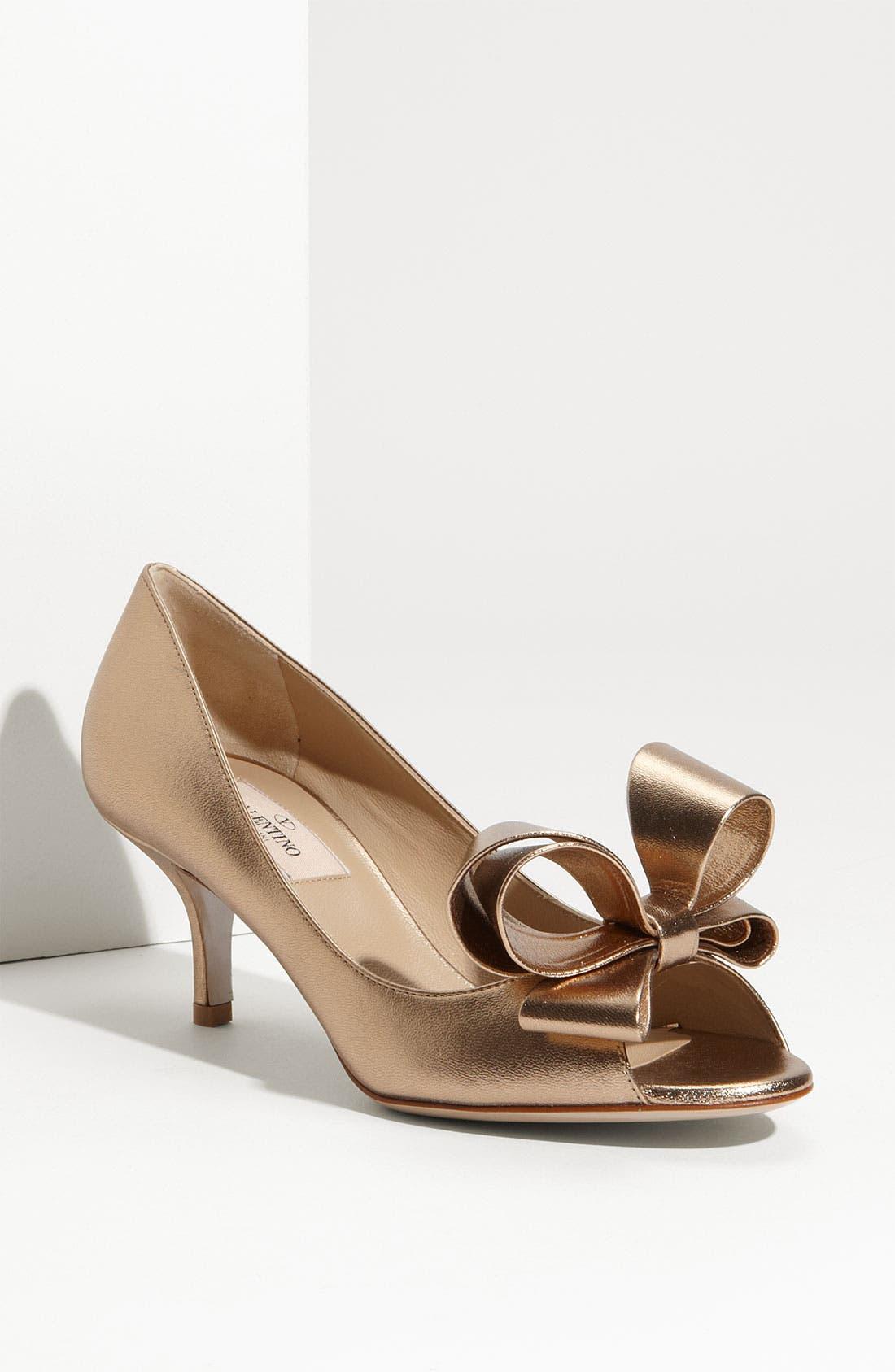 Main Image - VALENTINO GARAVANI Metallic Nappa Couture Bow Pump