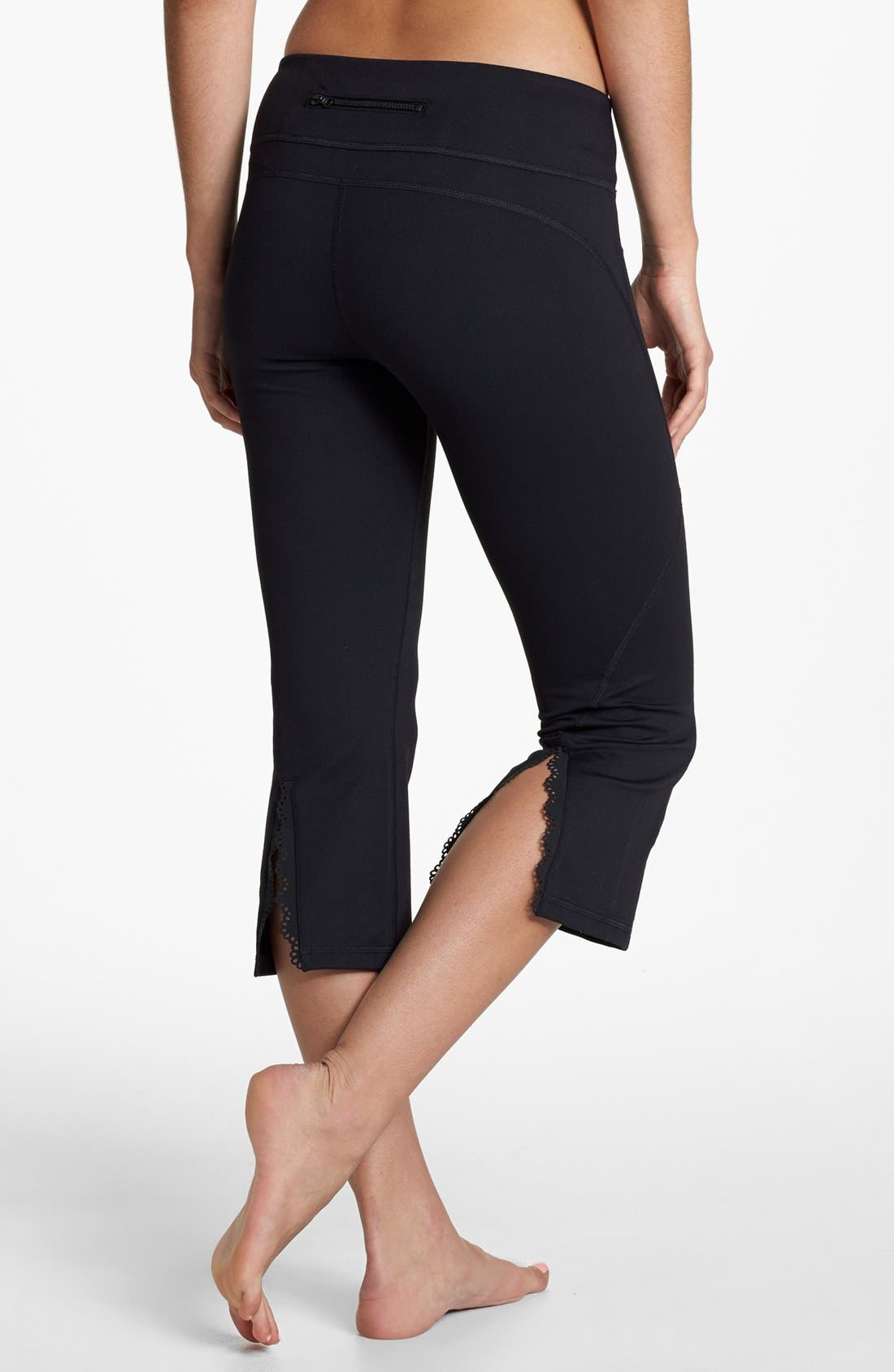 Alternate Image 1 Selected - Zella 'Hero' Capri Leggings (Online Only)