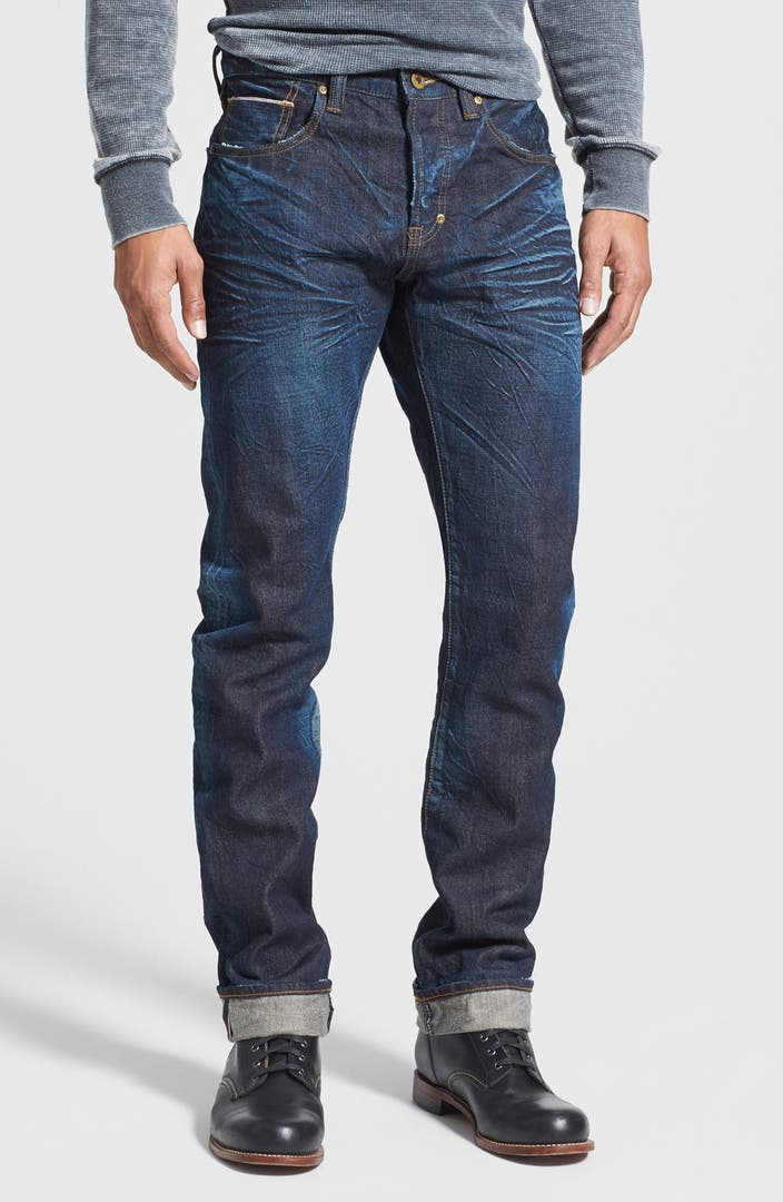 American Eagle Outfitters has been producing the finest quality jeans for over 40 years. Pants have been worn fashionably tight since the 17th century, but our men's slim fit jeans are the modern-day holy grail for fashion and comfort. As soon as you try them on, it's clear why AE is America's favorite jeans brand.
