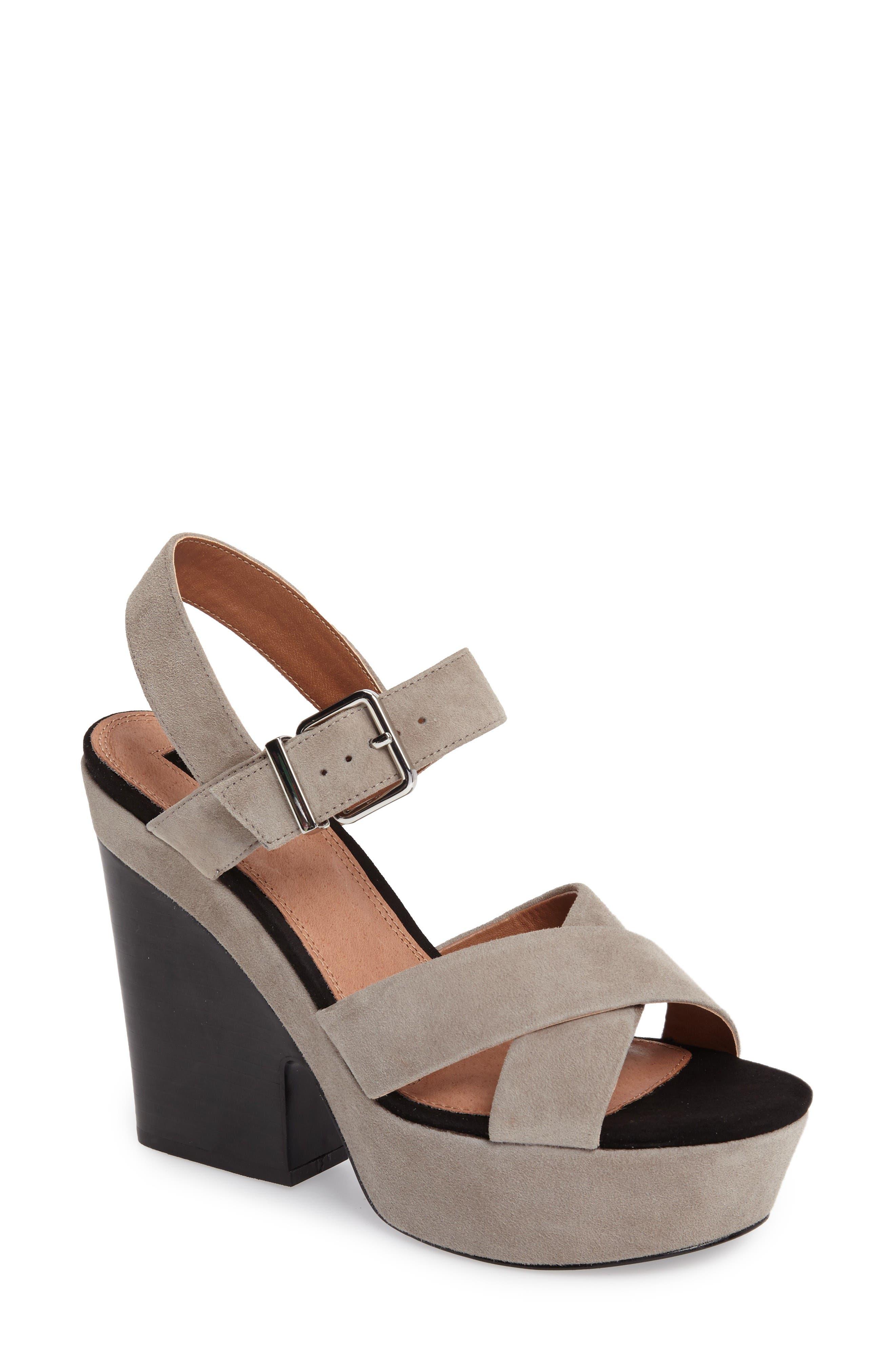 Alternate Image 1 Selected - Topshop Layla Platform Sandal (Women)