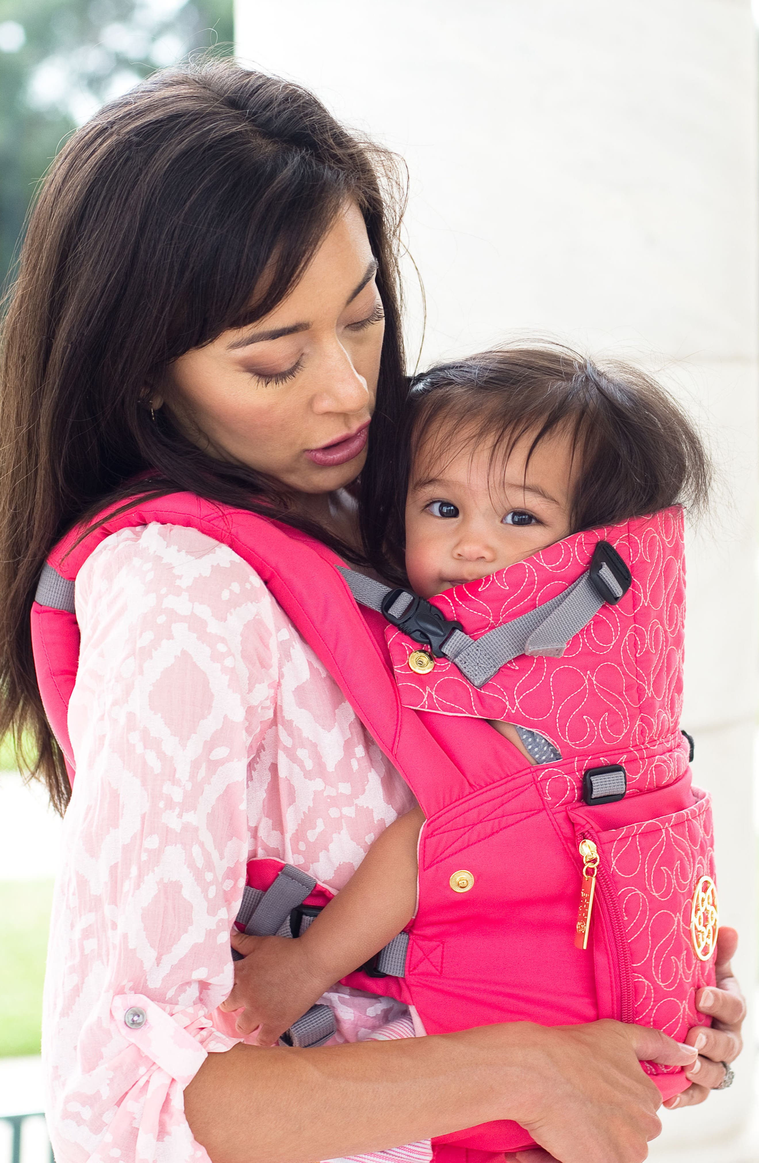 Alternate Image 3  - LILLEbaby 'Complete Embossed Luxe' Baby Carrier