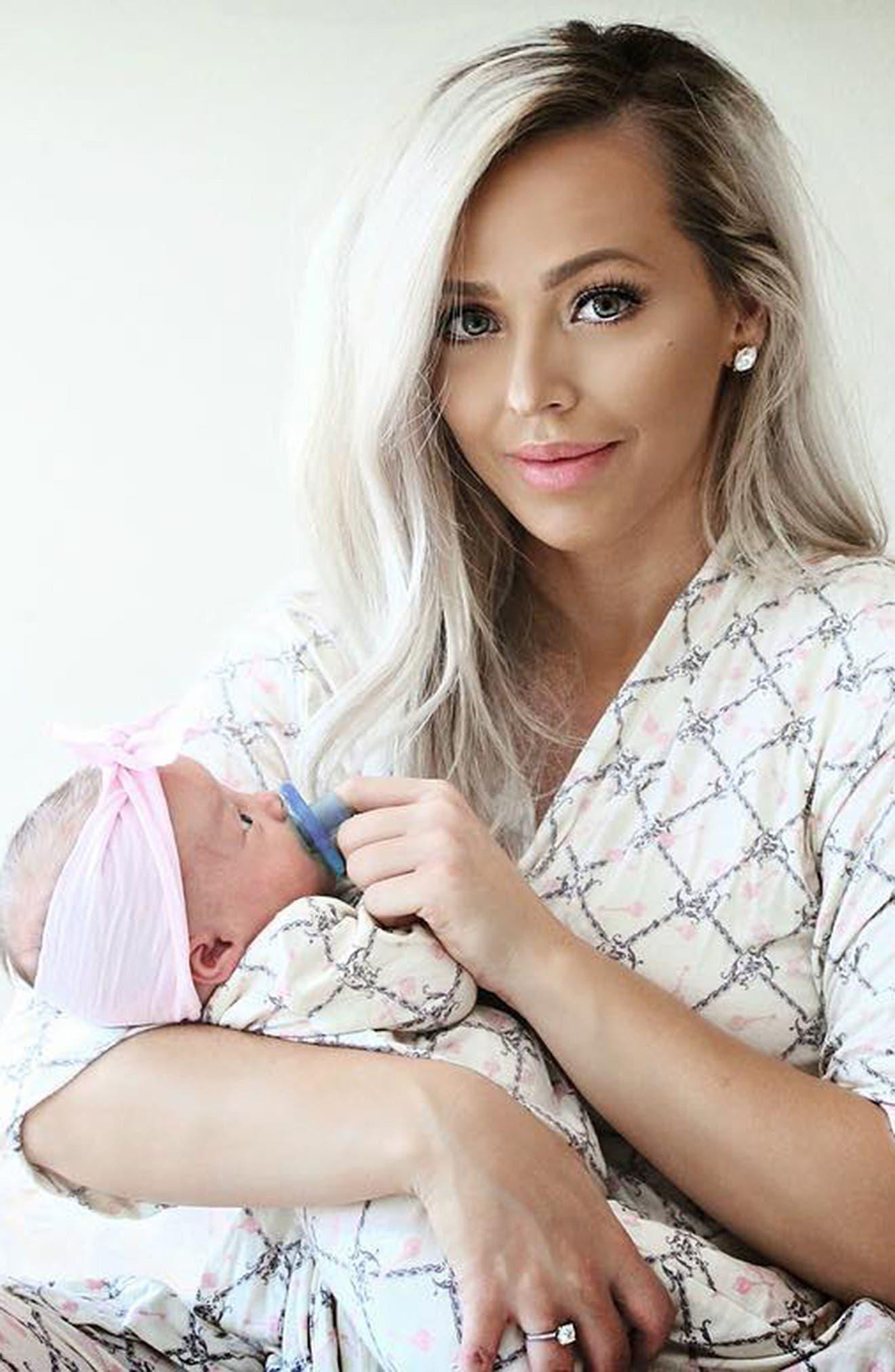 Alternate Image 2  - Baby Grey Print Gown, Hat & Blanket Set (Baby Girls)
