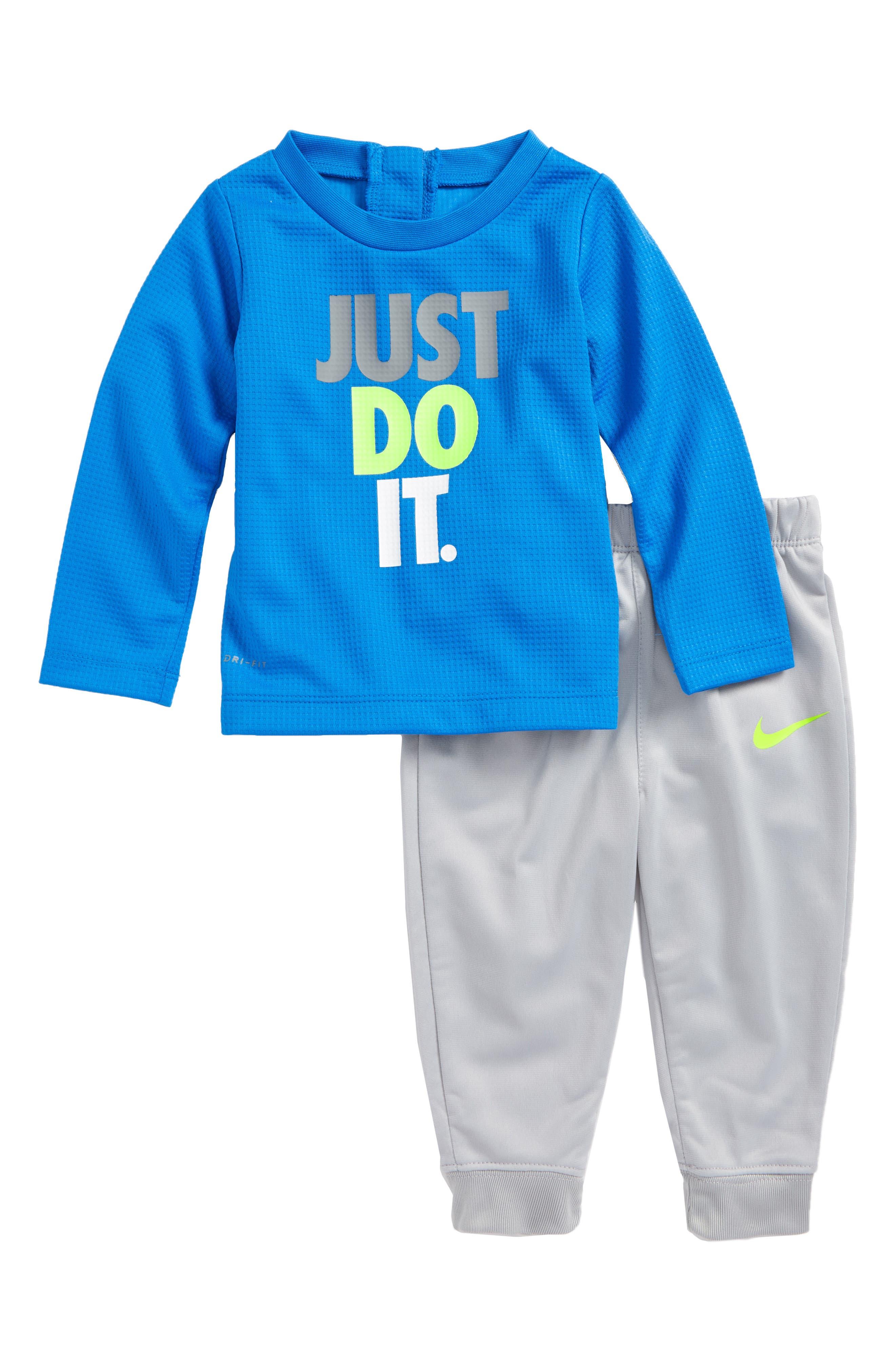 Alternate Image 1 Selected - Nike Dry Thermal Top & Sweatpants Set (Baby Boys)