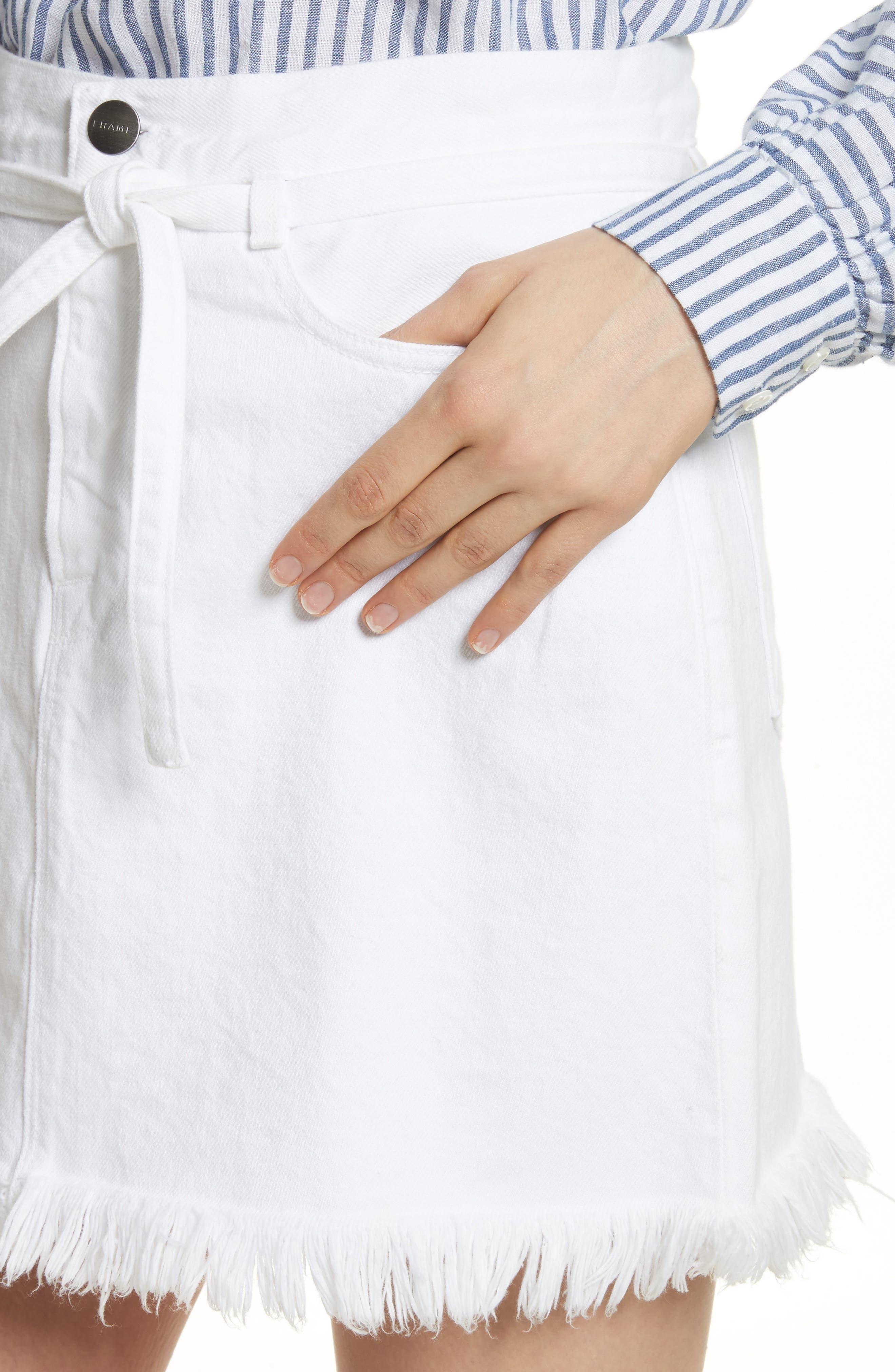 Le High Fray Hem Belted Denim Skirt,                             Alternate thumbnail 4, color,                             Blanc