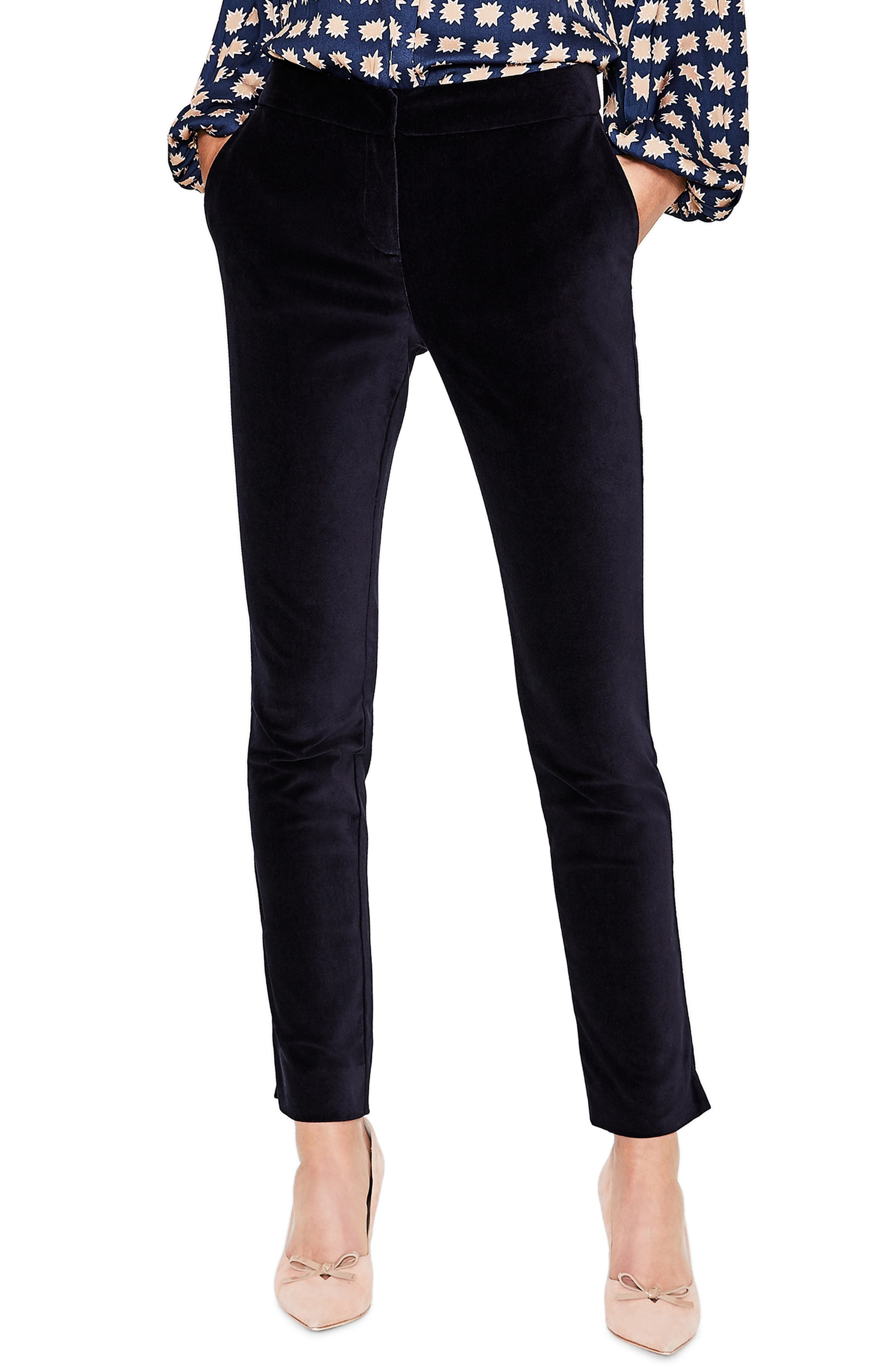 Ebony milf in grey jeans