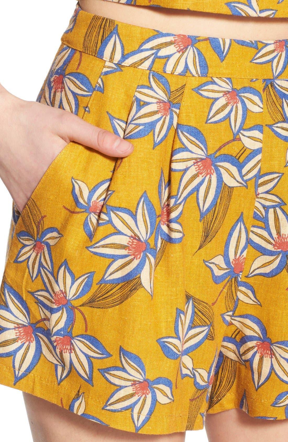 Alternate Image 4  - Print Pleated Shorts