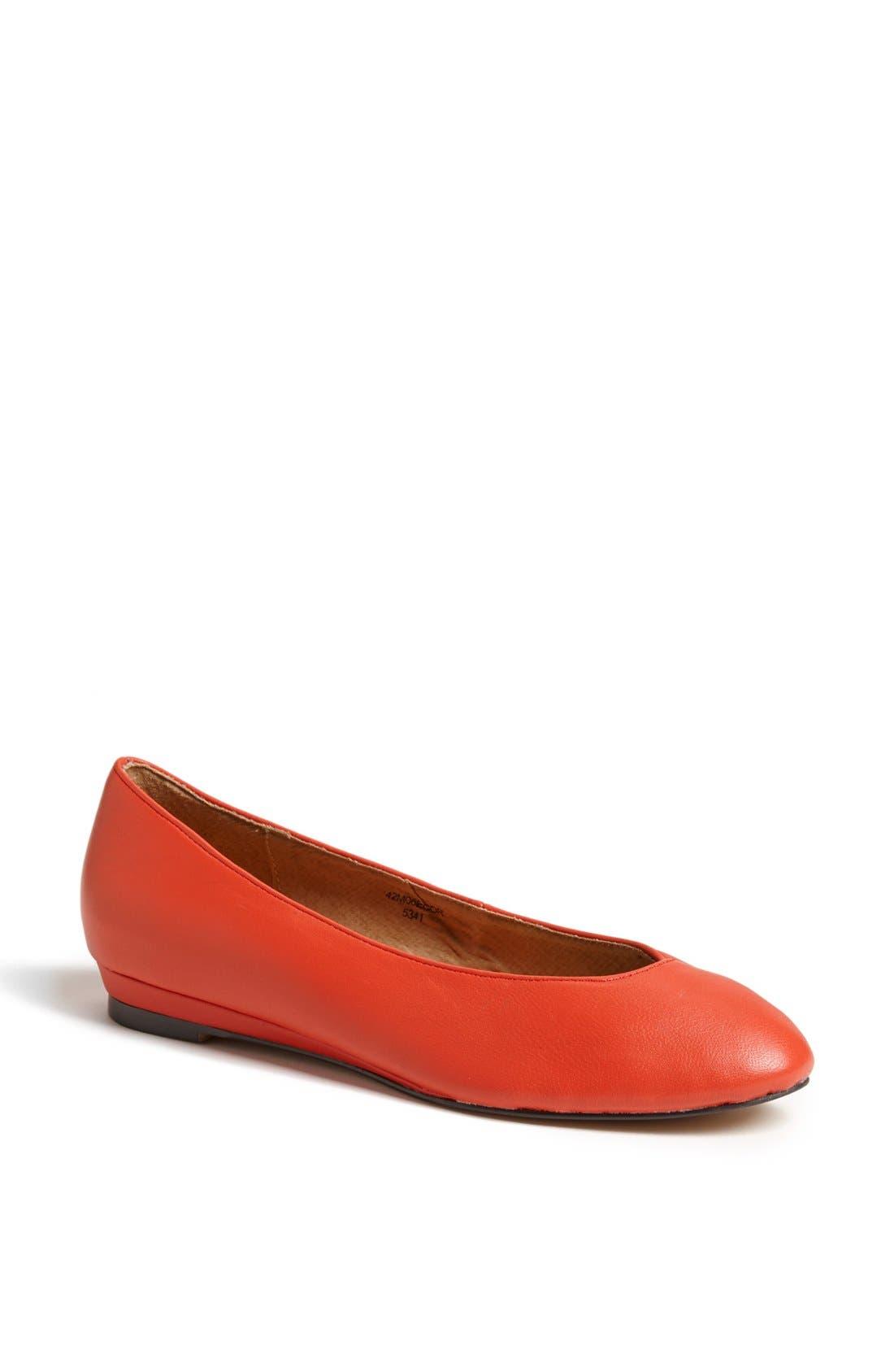 Main Image - Topshop 'Mello - Mini Wedge' Court Shoe