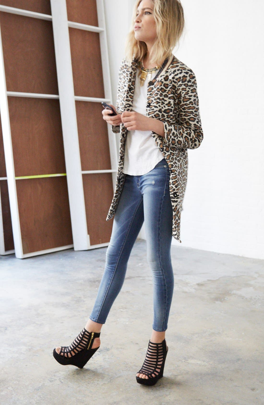 Alternate Image 5  - Hudson Jeans 'Krista' Crop Skinny Jeans (Voodoo Child)