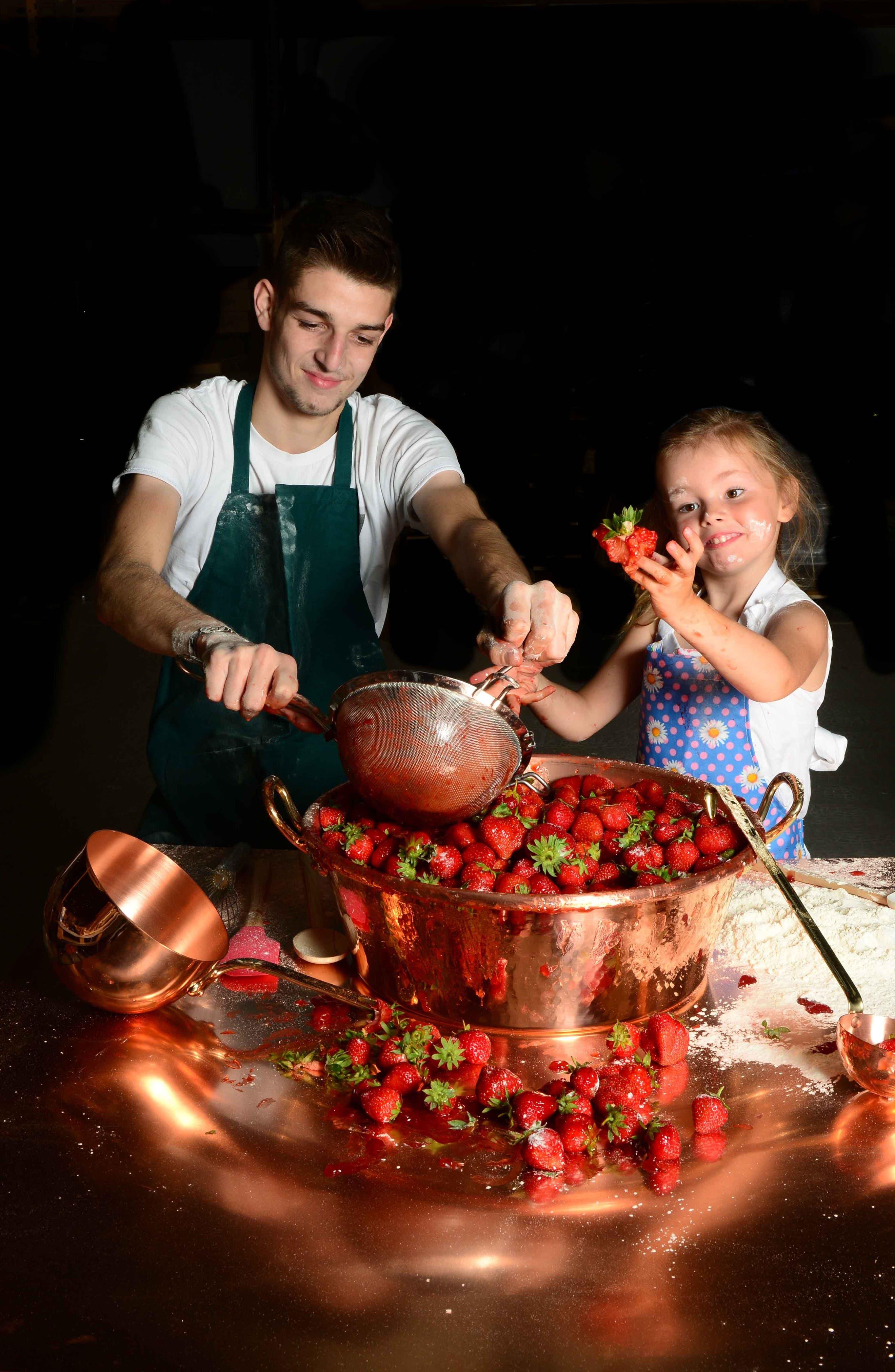 Alternate Image 2  - Mauviel M'passion Copper Jam Pan