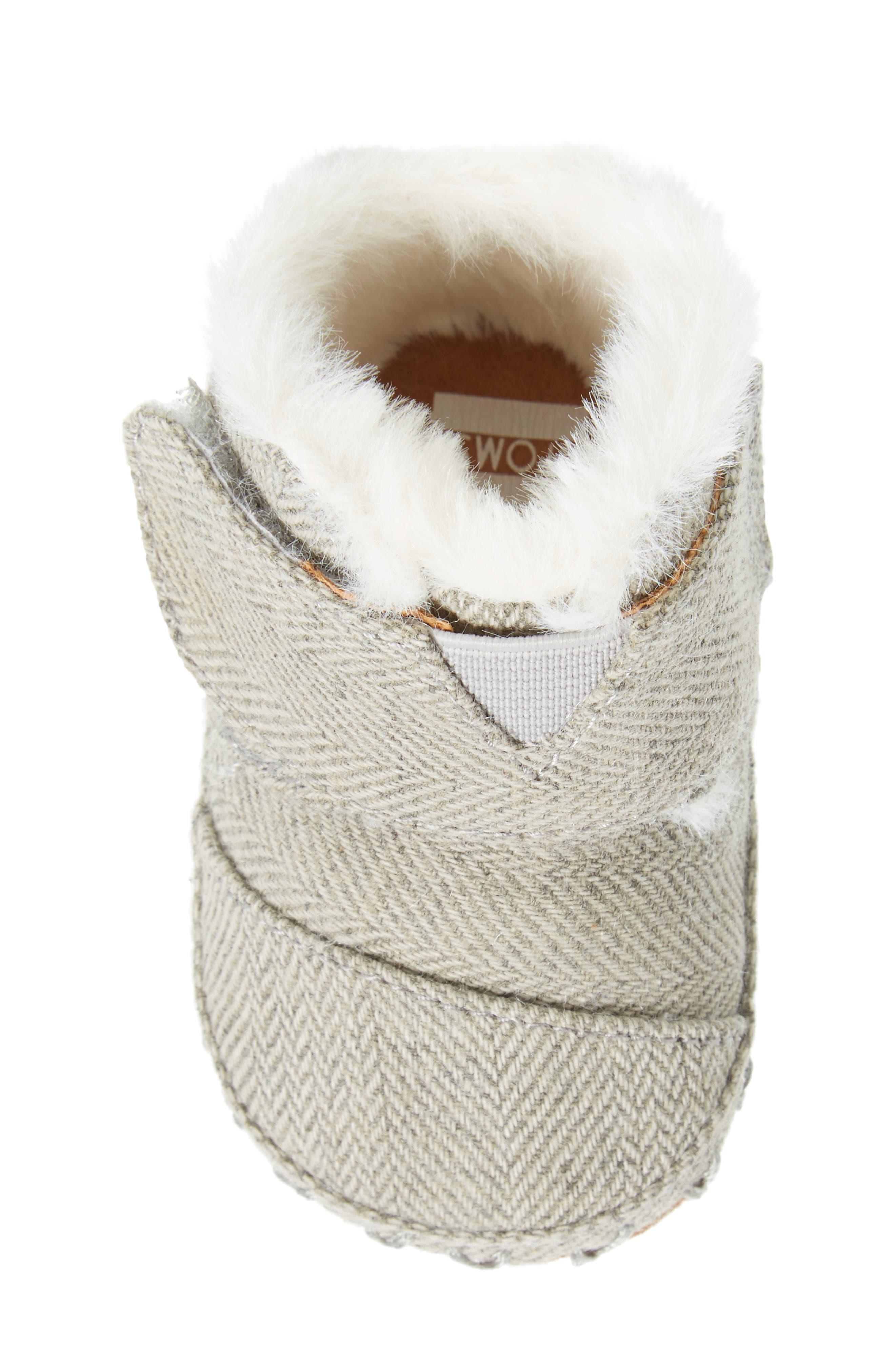 Tiny Cuna Faux Fur Crib Bootie,                             Alternate thumbnail 5, color,                             Drizzle Grey Herringbone