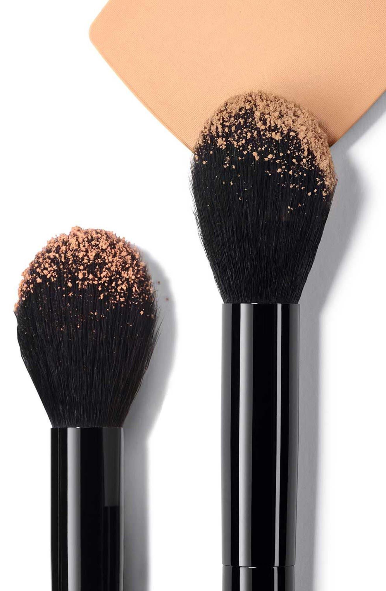 Alternate Image 2  - CHANEL LES PINCEAUX DE CHANEL  Curved Powder Brush