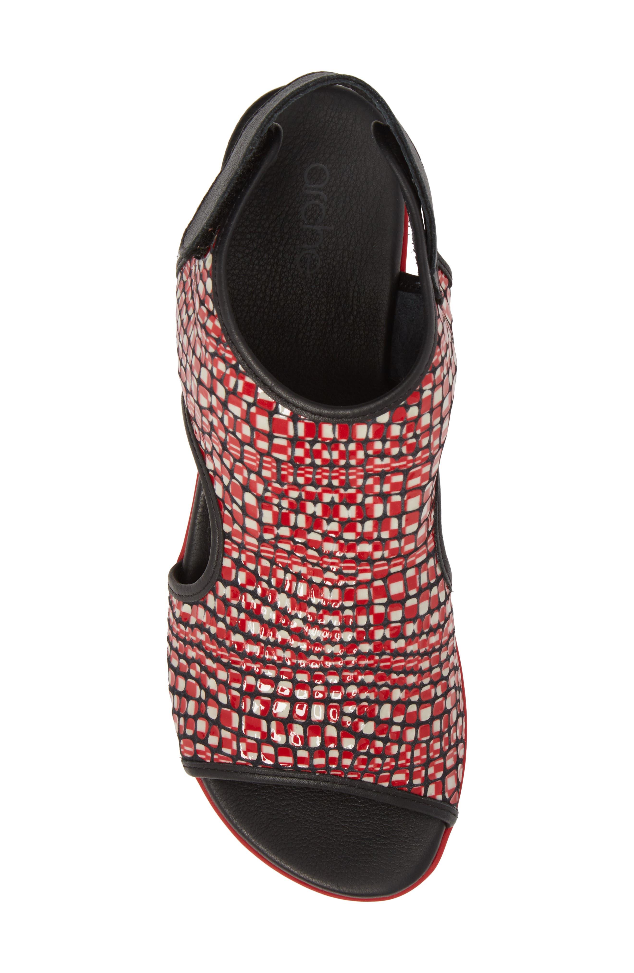 Naka Popa Wedge Sandal,                             Alternate thumbnail 5, color,                             Noir/ Rosso Leather