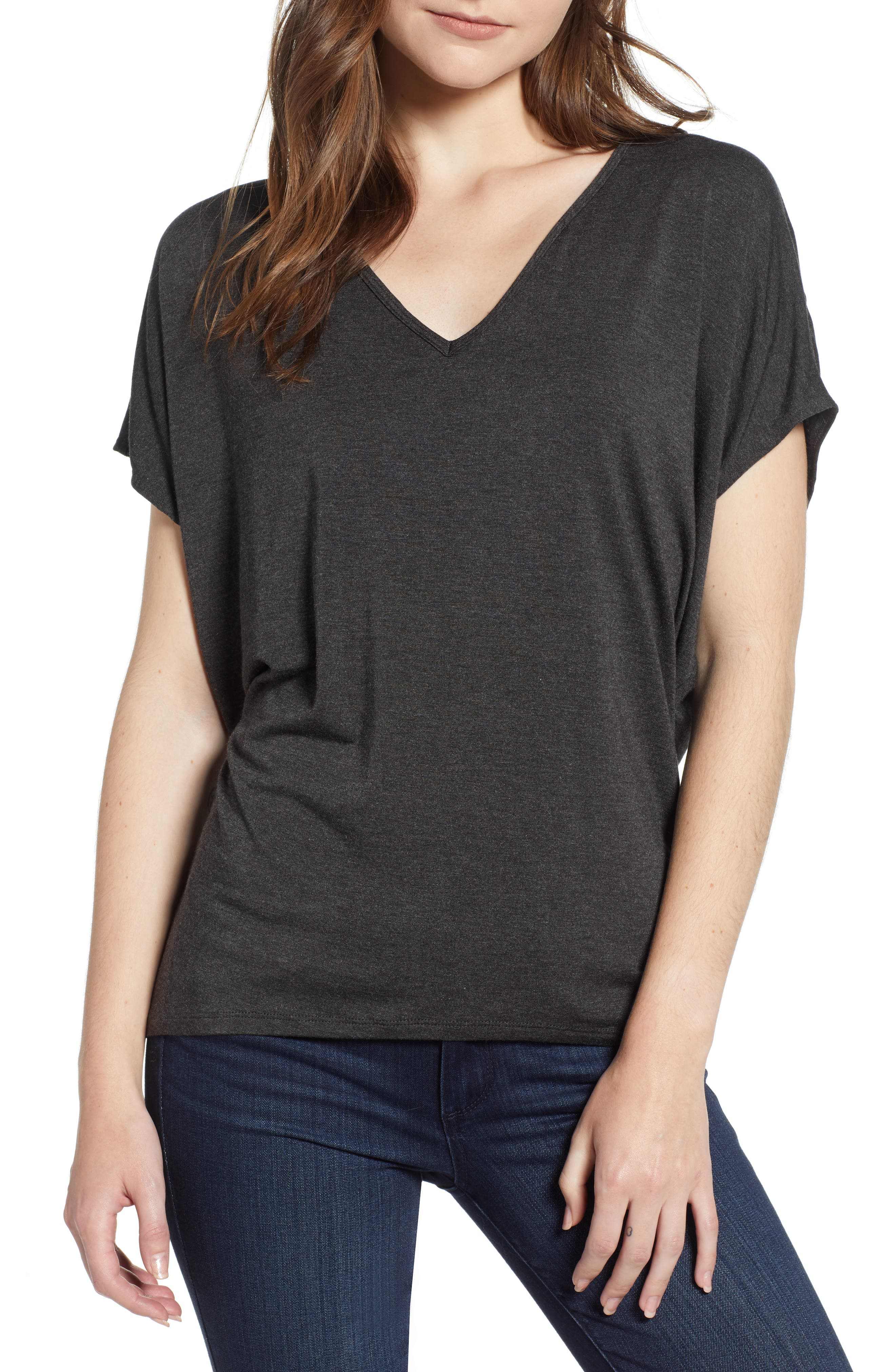 AMOUR VERT 'Mayr' V-Neck Tee in Anthracite