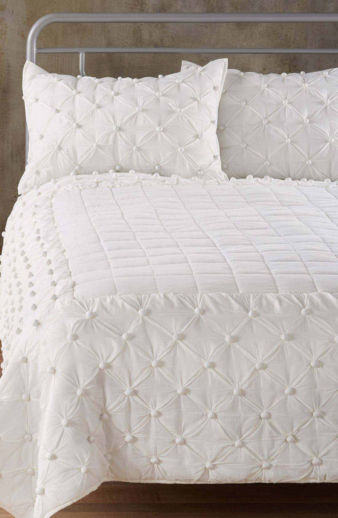 Nordstrom at Home 'Chelsea' Comforter