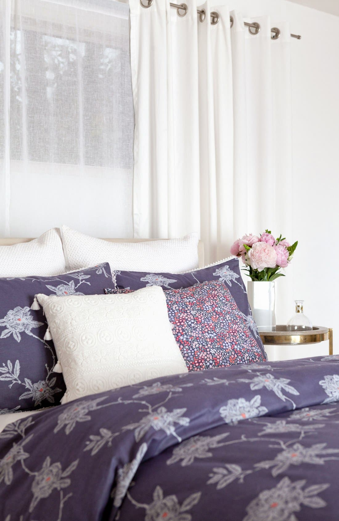 Alternate Image 2  - cupcakes & cashmere Sketch Floral Duvet Cover