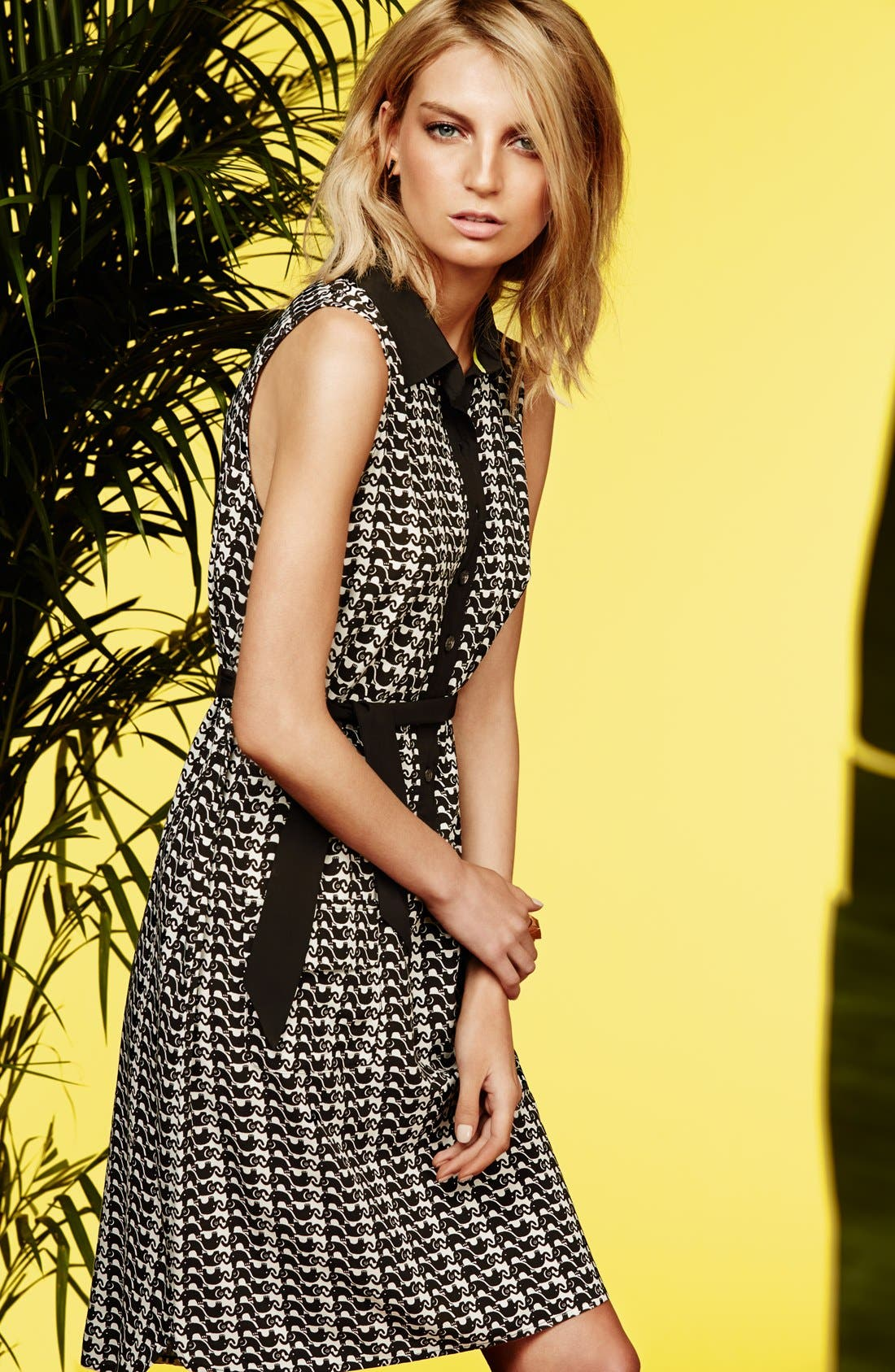 Alternate Image 4  - Two by Vince Camuto Elephant Print Sleeveless Woven Dress