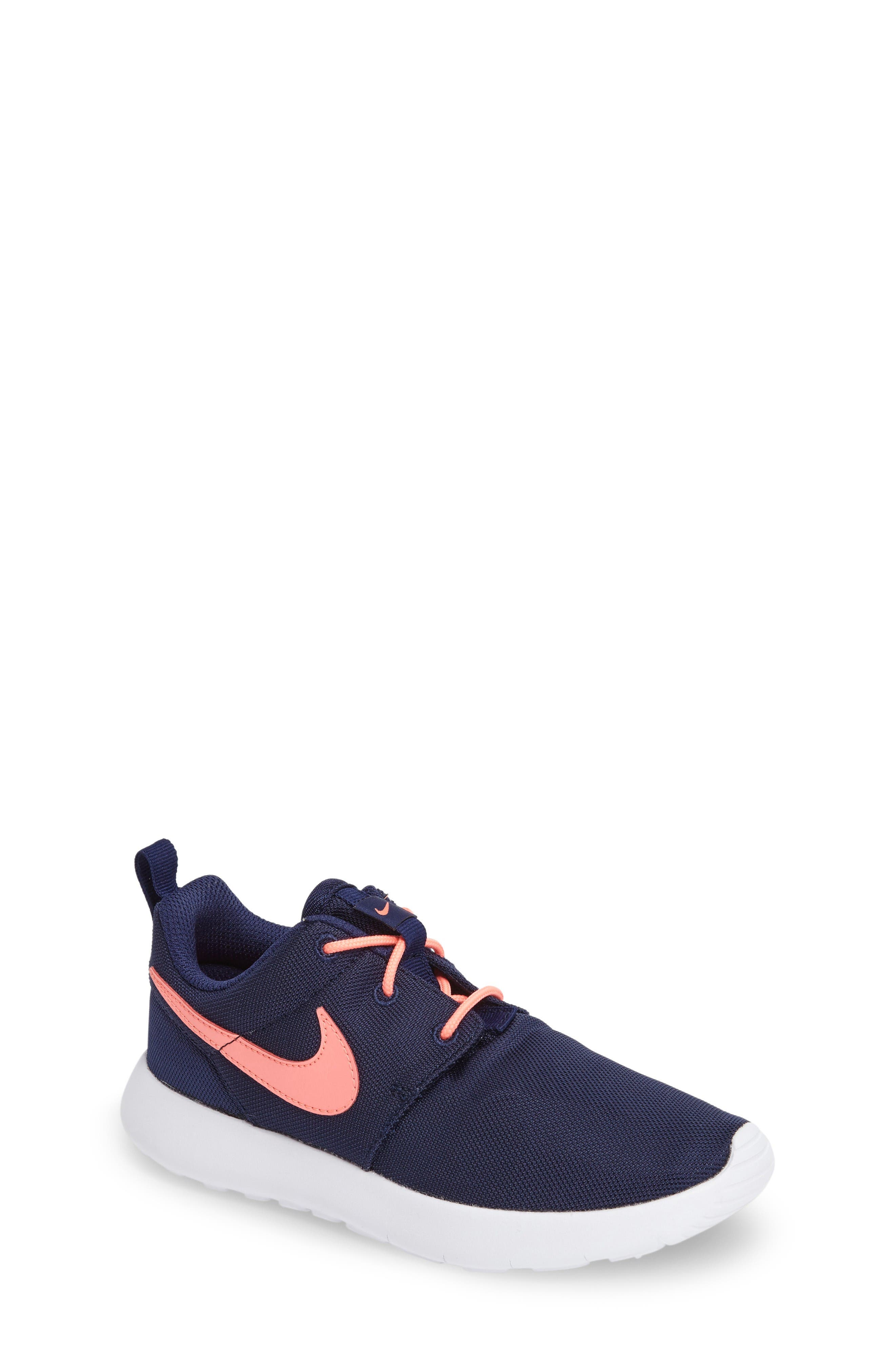 NIKE Roshe Run Shoe