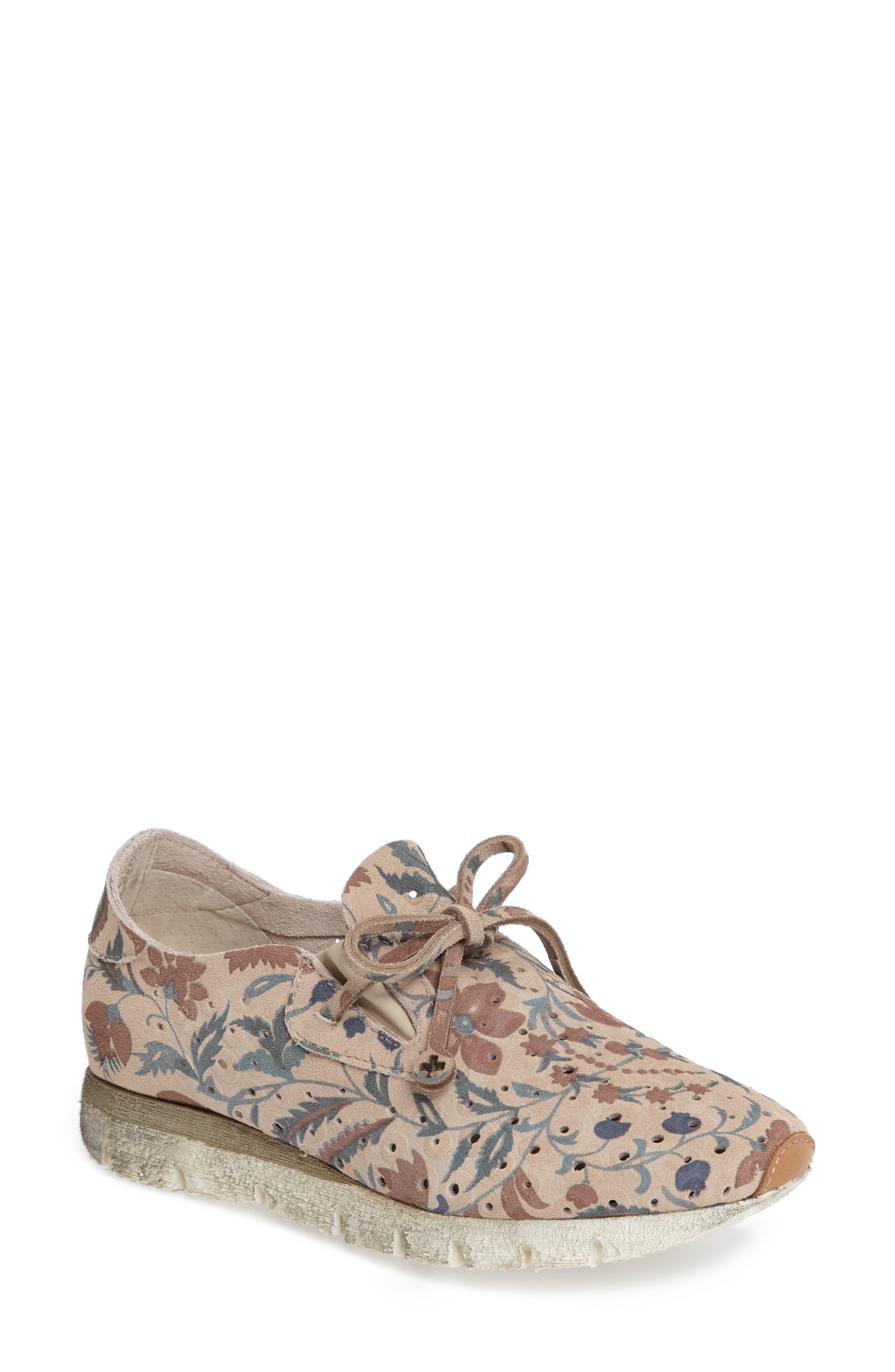 OTBT Lunar Sneaker (Women)