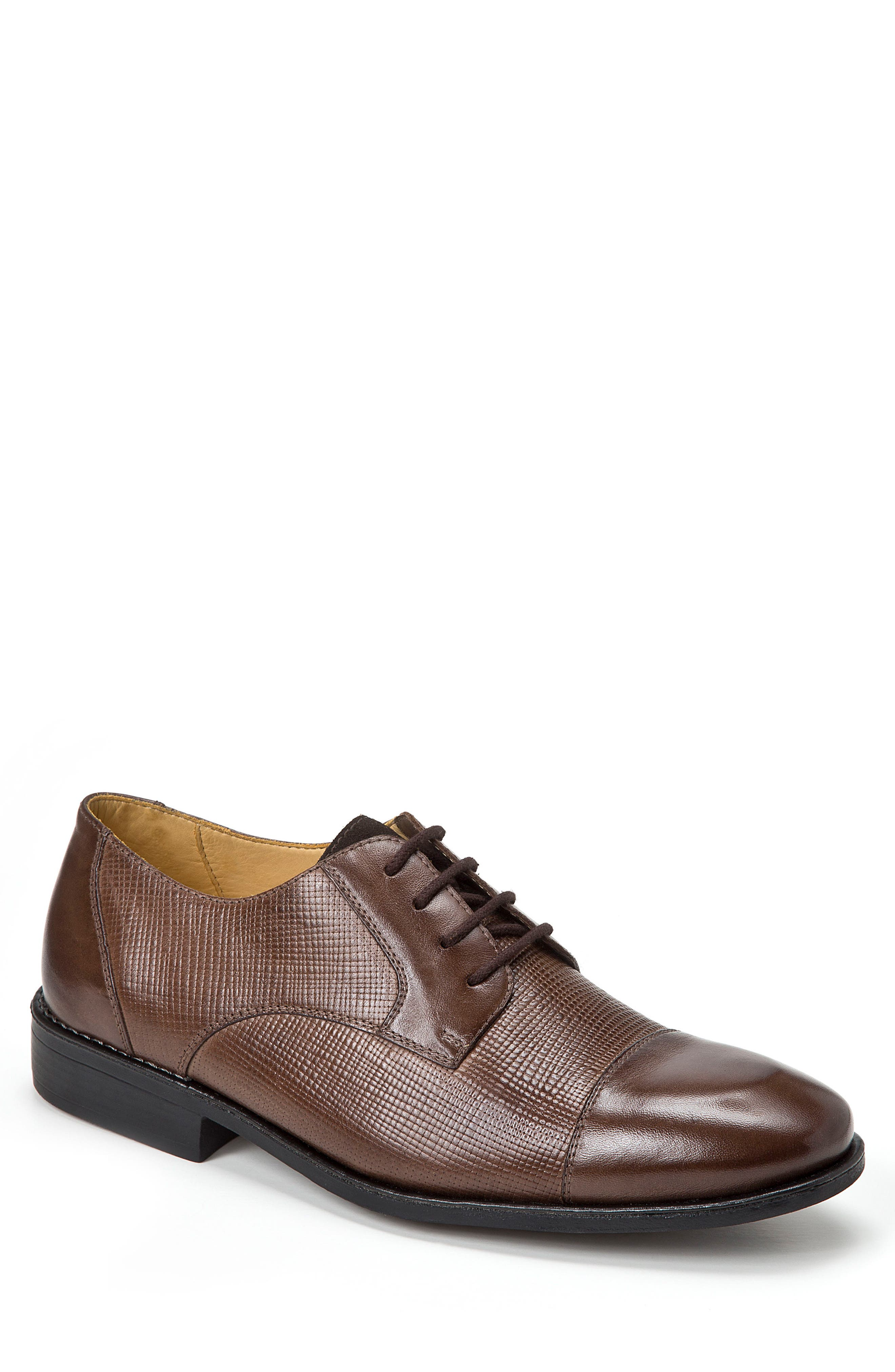 SANDRO MOSCOLONI Ronny Embossed Cap Toe Derby