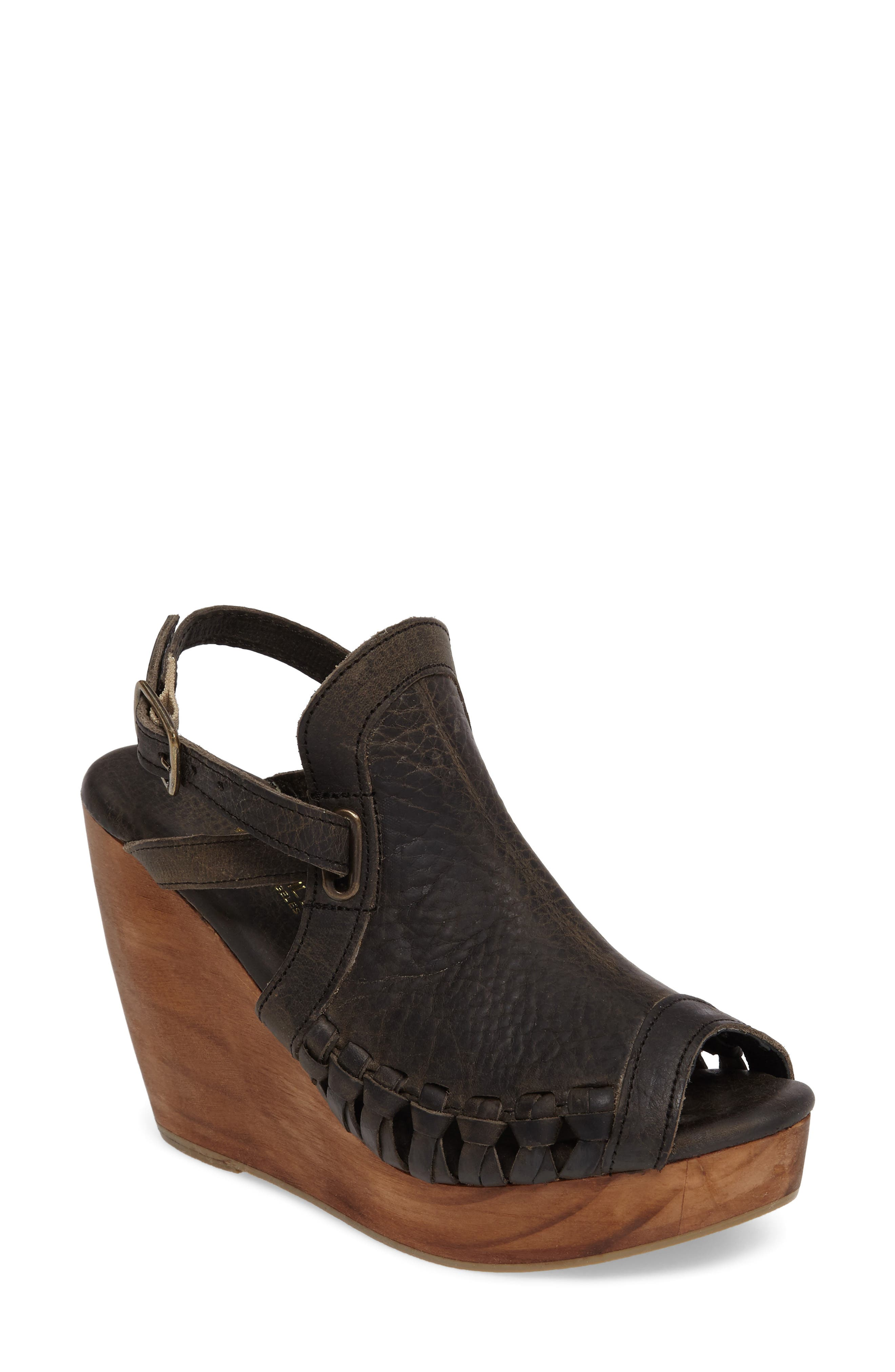 VERY VOLATILE Carry Wedge Sandal