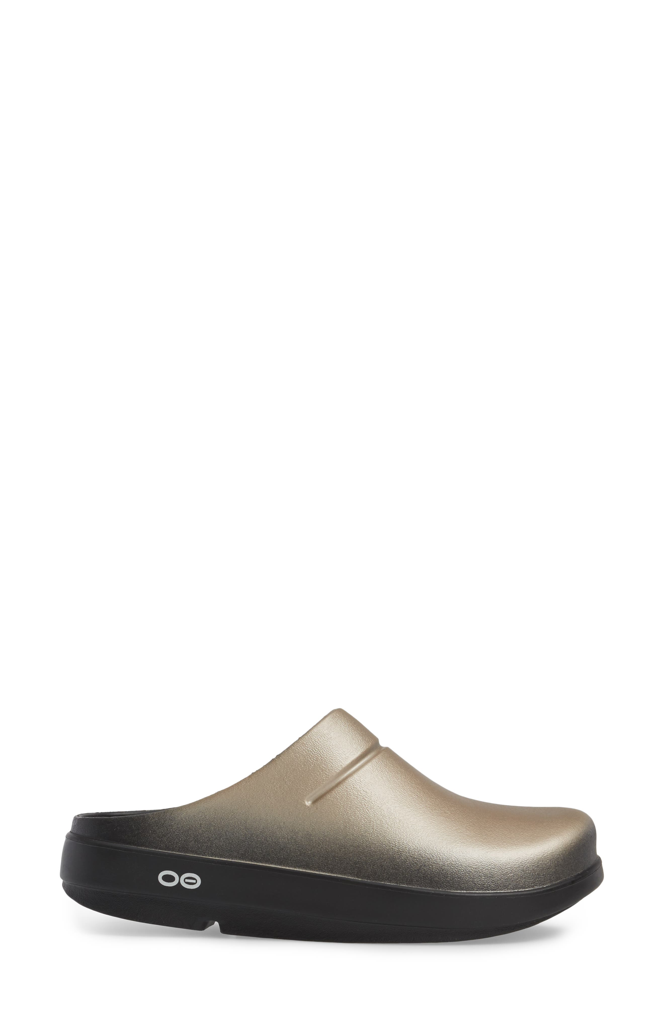 OOcloog Luxe Clog,                             Alternate thumbnail 3, color,                             Latte