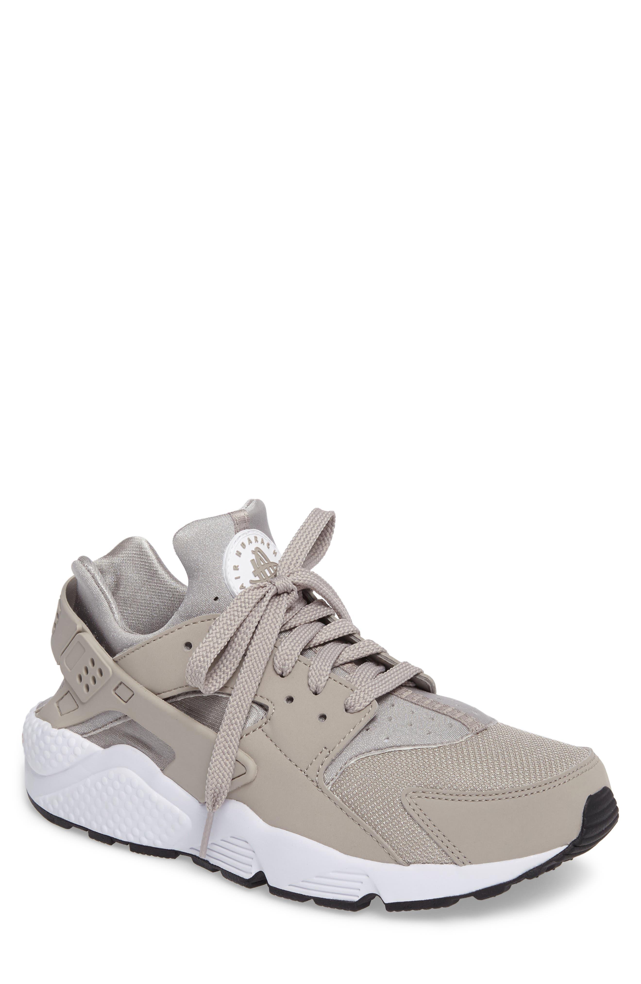 Alternate Image 1 Selected - Nike 'Air Huarache' Sneaker (Men)
