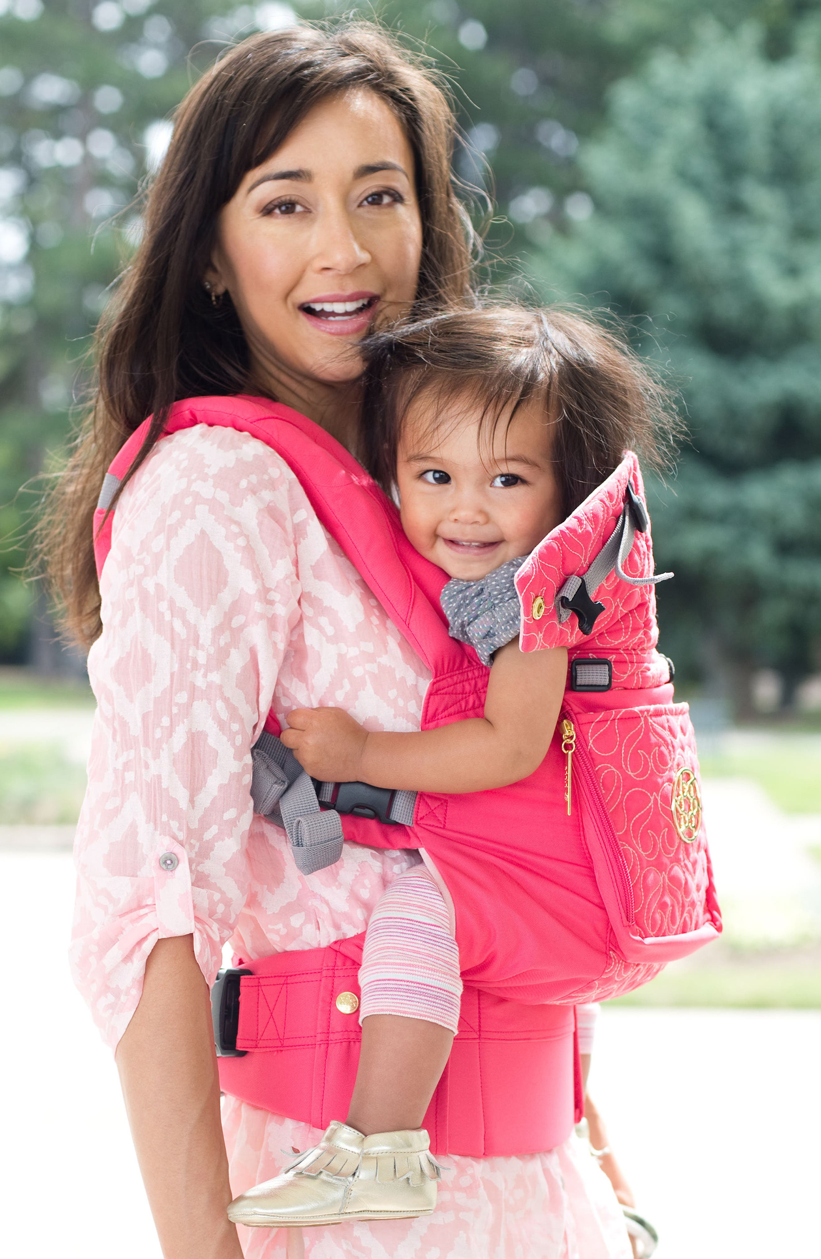 Alternate Image 5  - LILLEbaby 'Complete Embossed Luxe' Baby Carrier