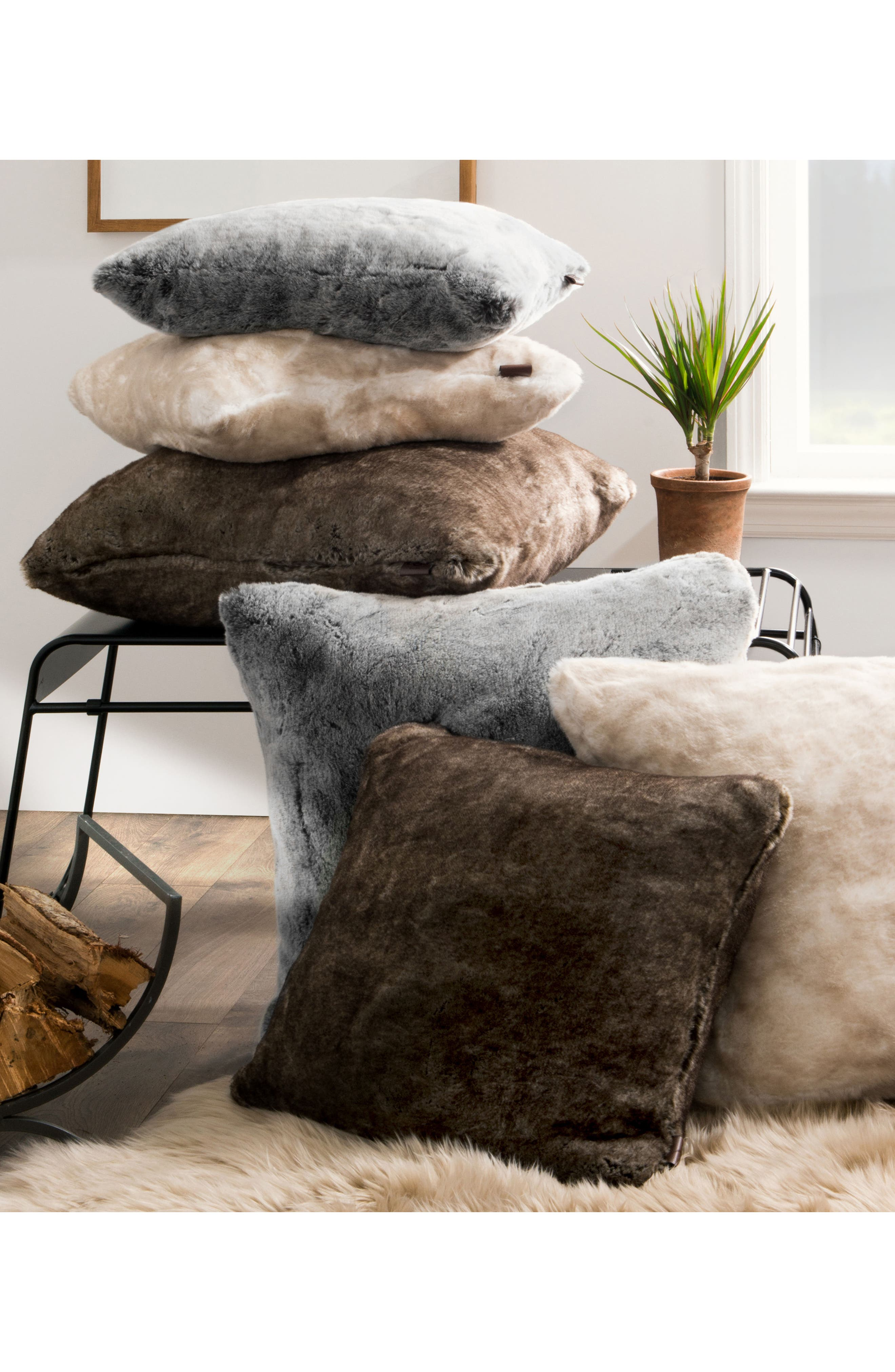 Alternate Image 2  - UGG® Dream Faux Fur Pillow