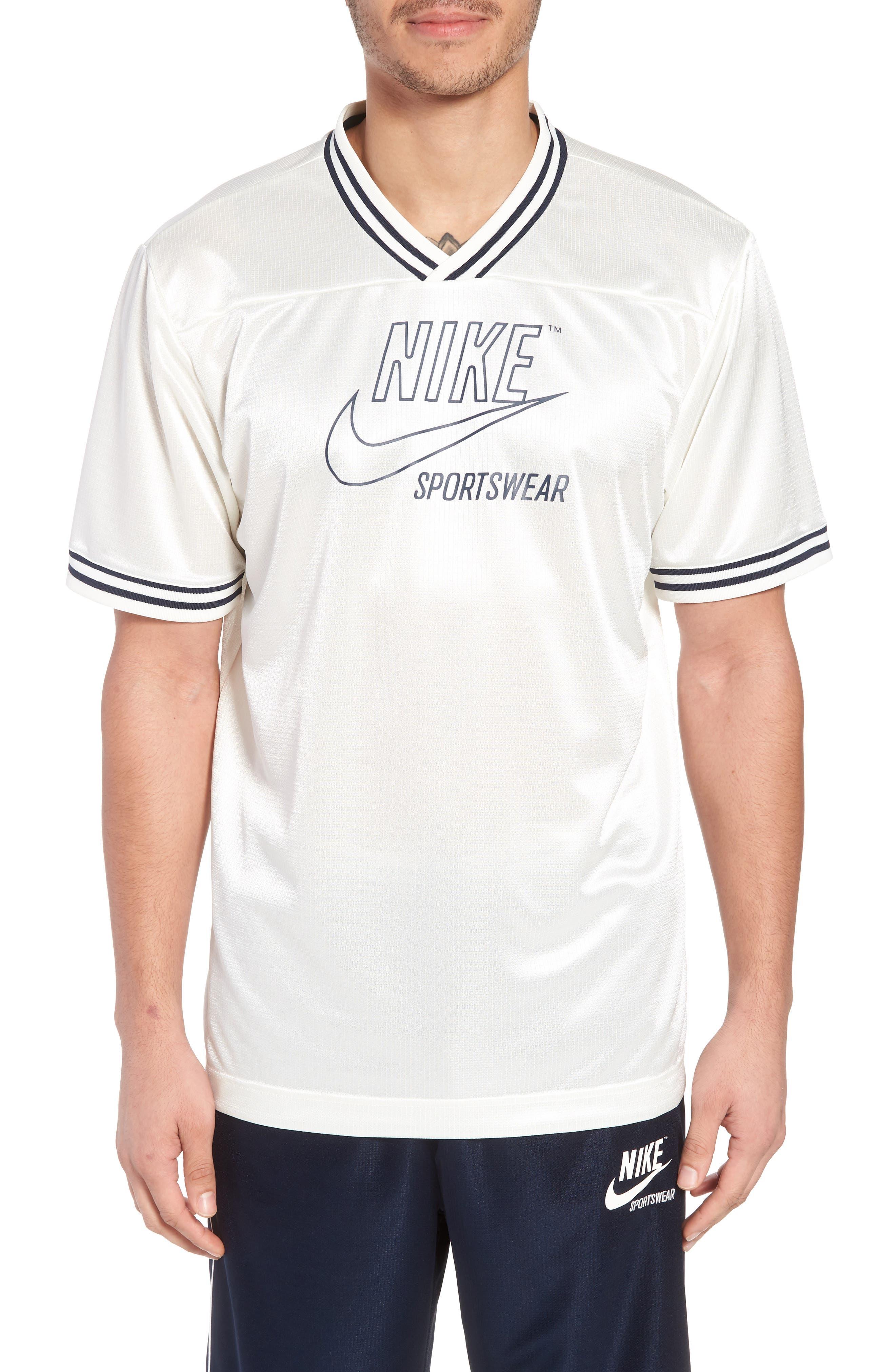 Nike NSW Archive V-Neck T-Shirt