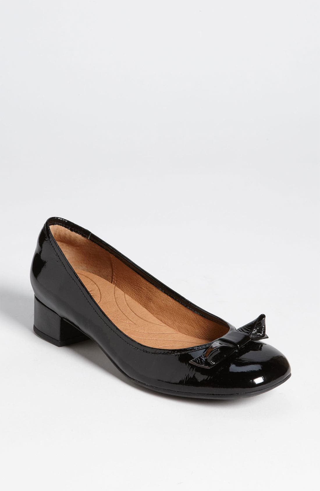 Alternate Image 1 Selected - Clarks® 'Charmed' Bow Pump