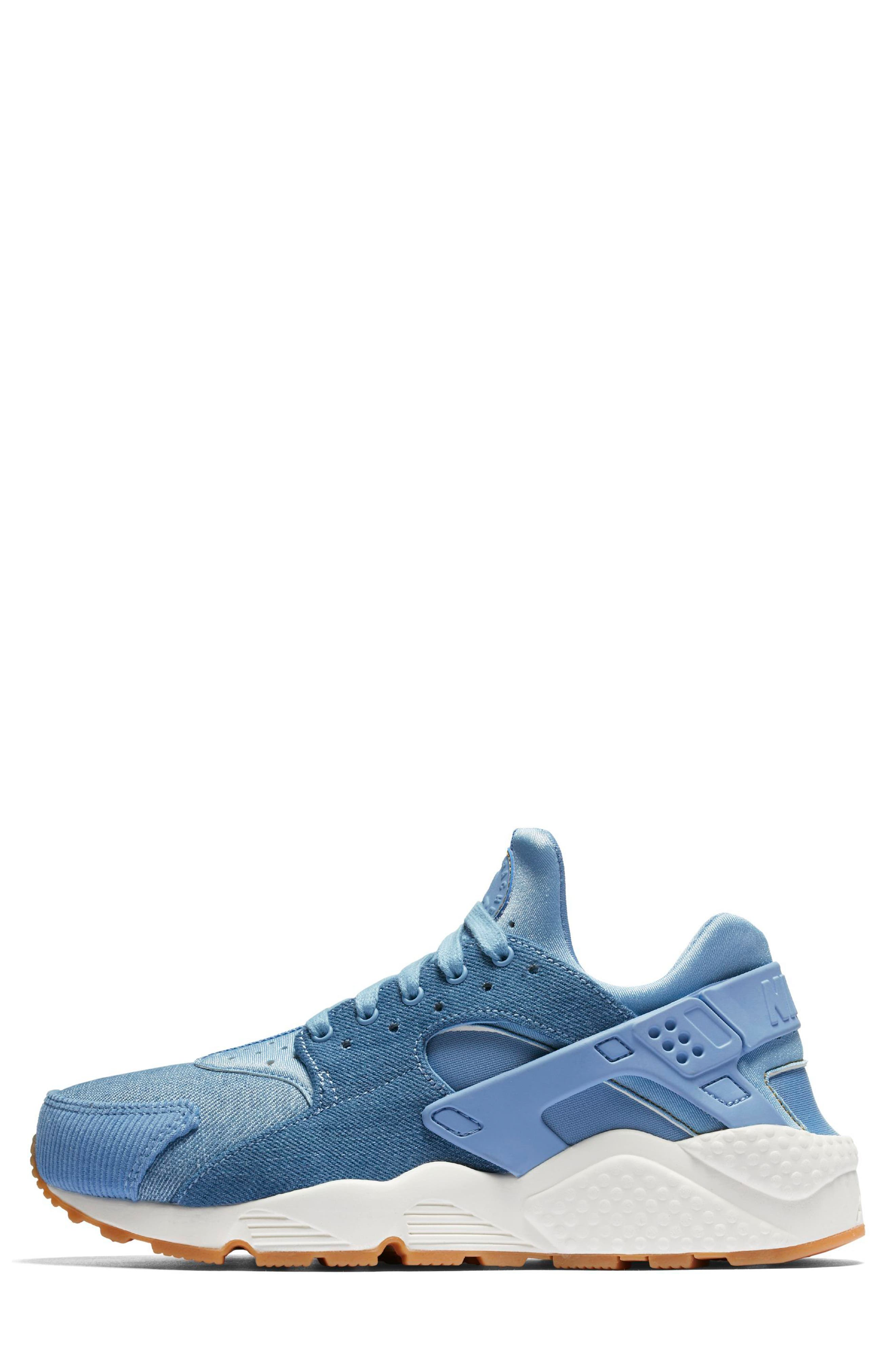 Alternate Image 2  - Nike Air Huarache Run SE Sneaker (Women)