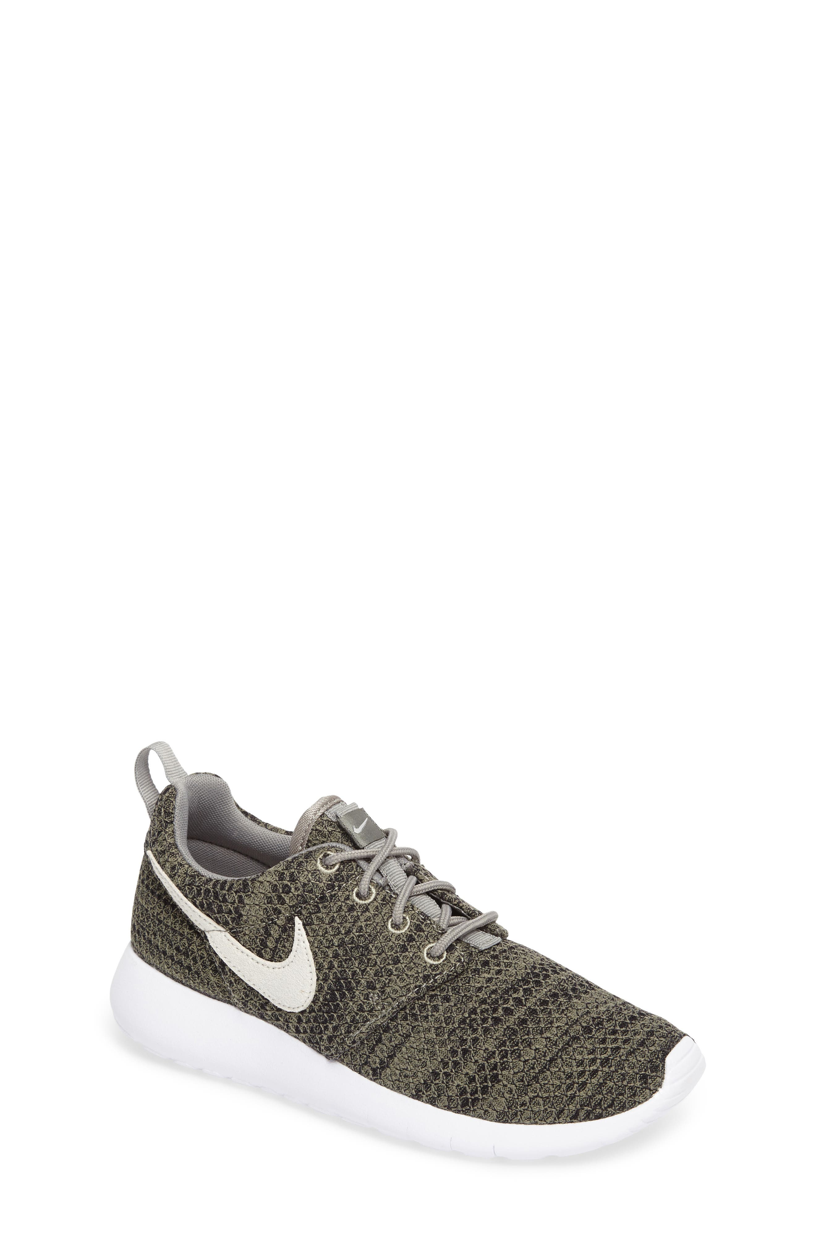 Alternate Image 1 Selected - Nike 'Roshe Run' Sneaker (Little Kid & Big Kid)