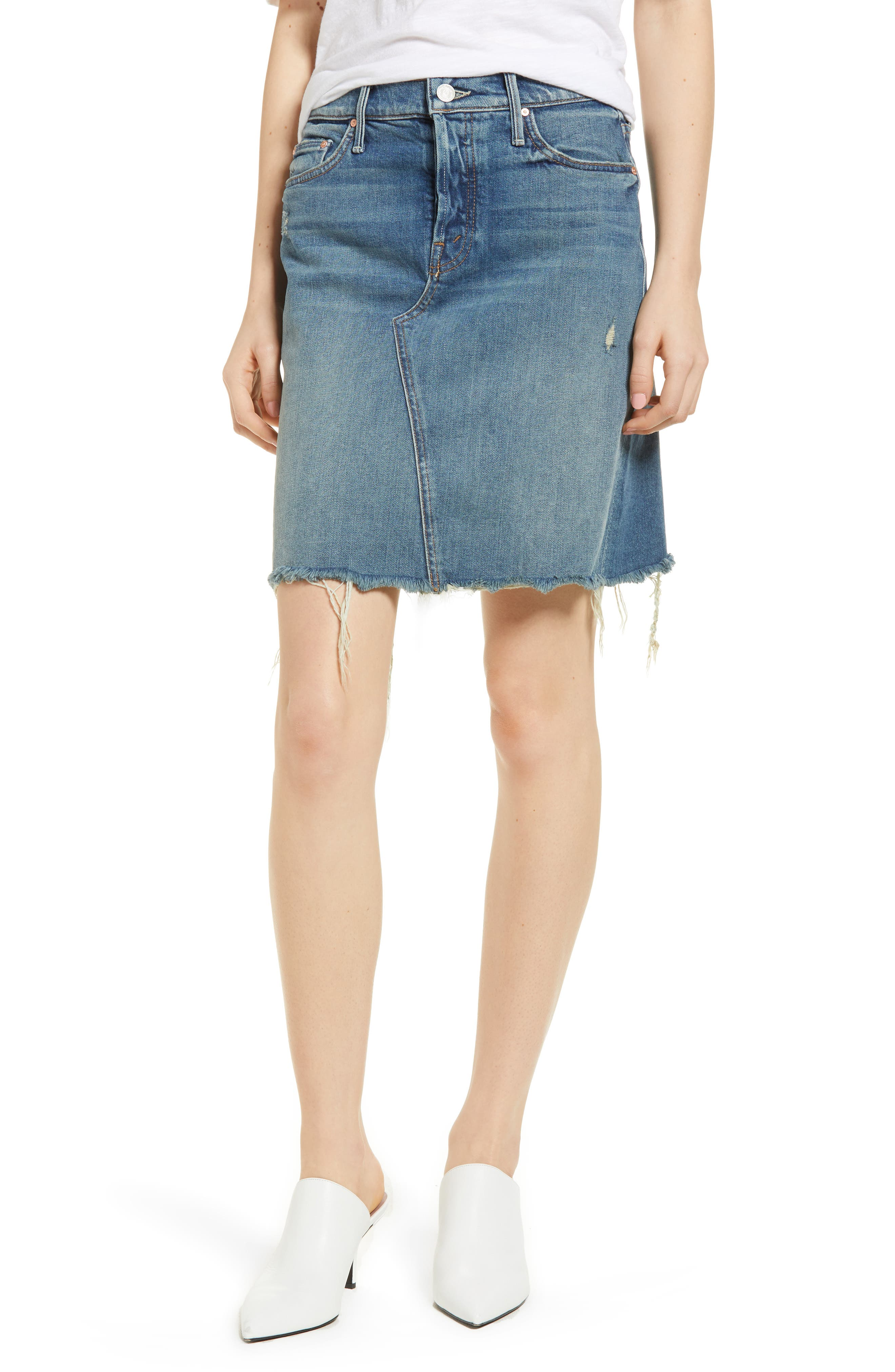 MOTHER The Tomcat Fray Denim Skirt (Playing Dirty)