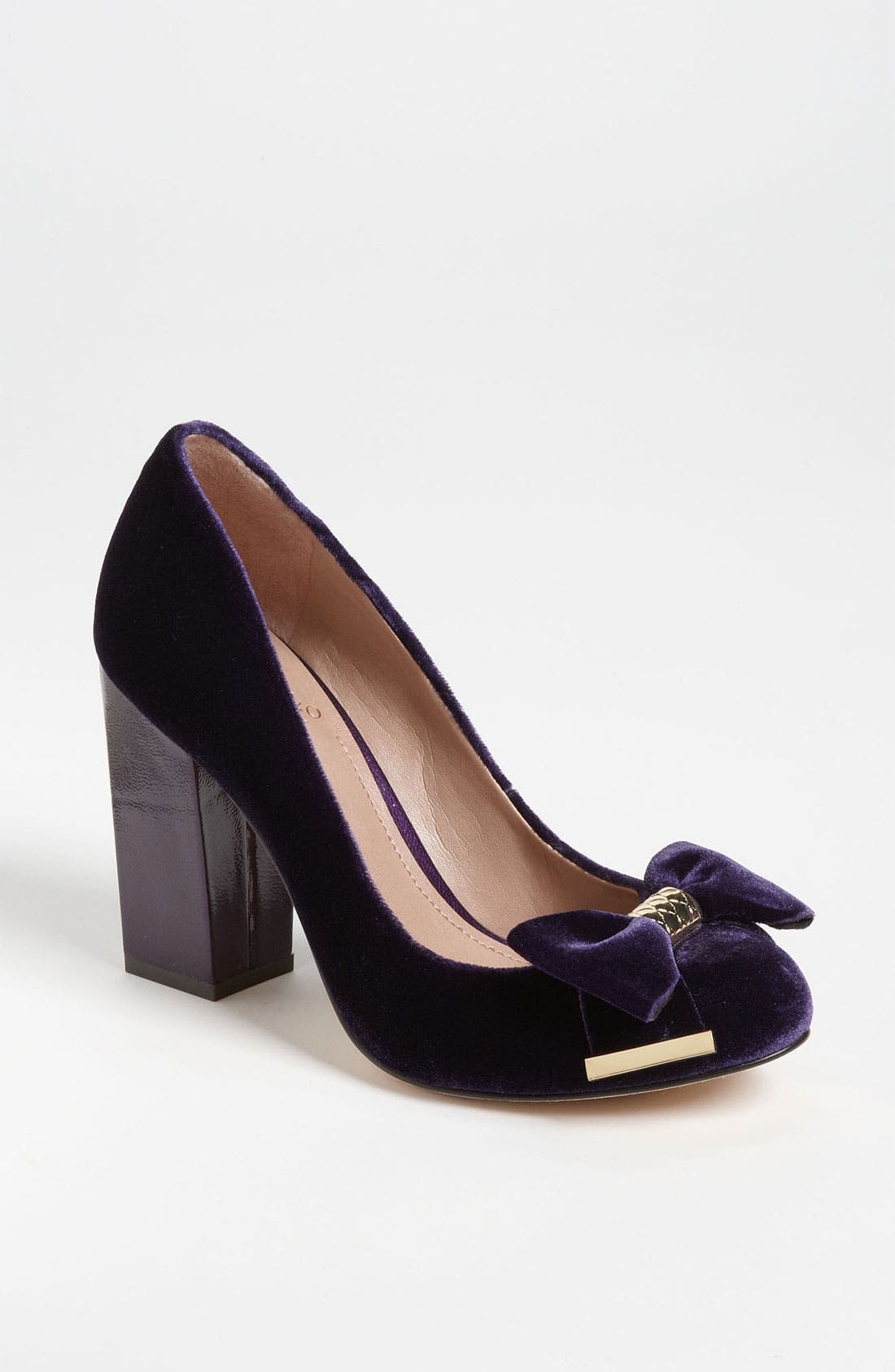 Alternate Image 1 Selected - Vince Camuto 'Verona' Pump
