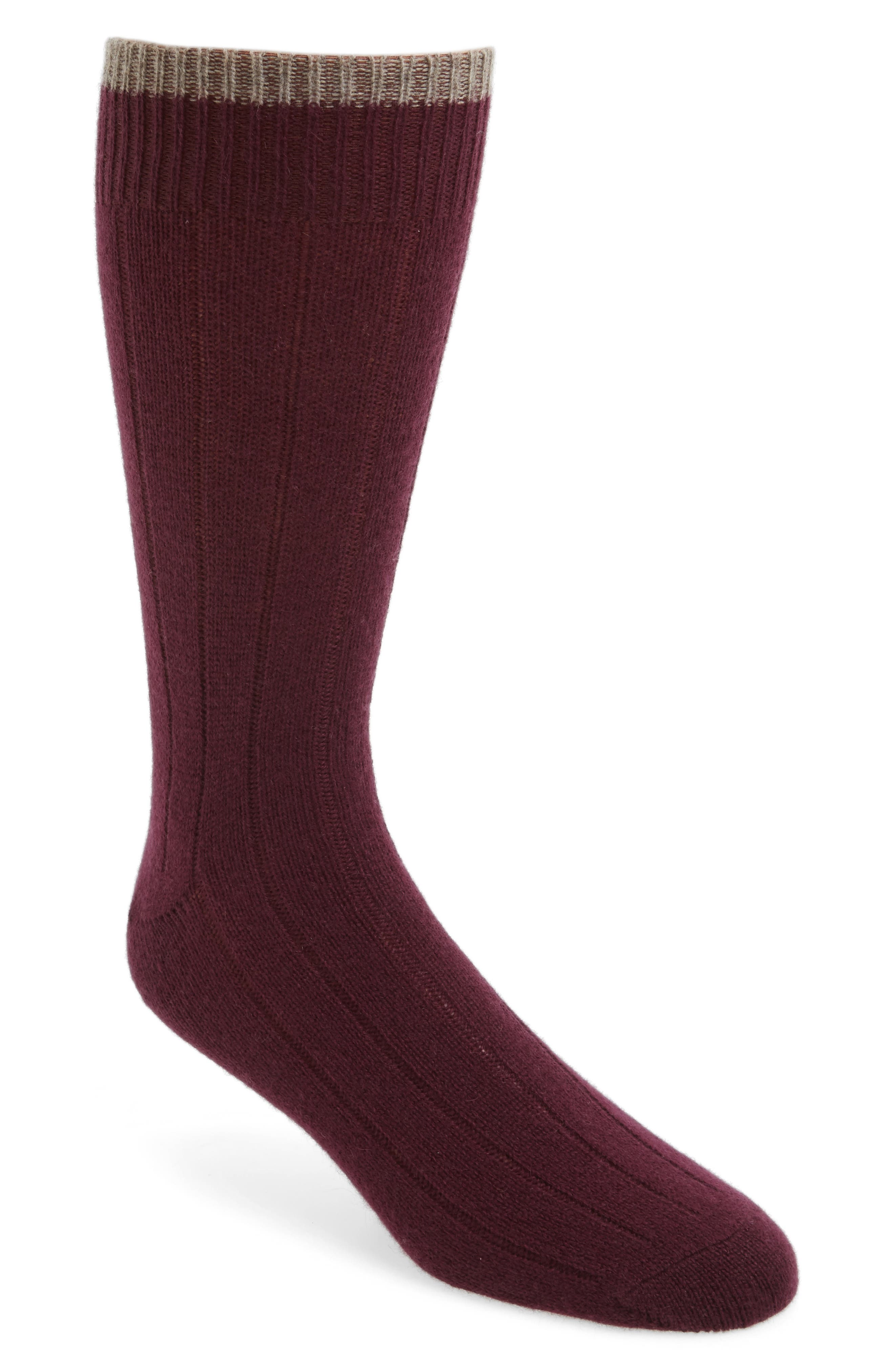 Cashmere Blend Socks When it comes to the utmost in luxury, there are few materials that rival cashmere wool. The only problem, however, is that cashmere can sometimes come with a pretty hefty price tag, which renders it an impossible luxury for many consumers.