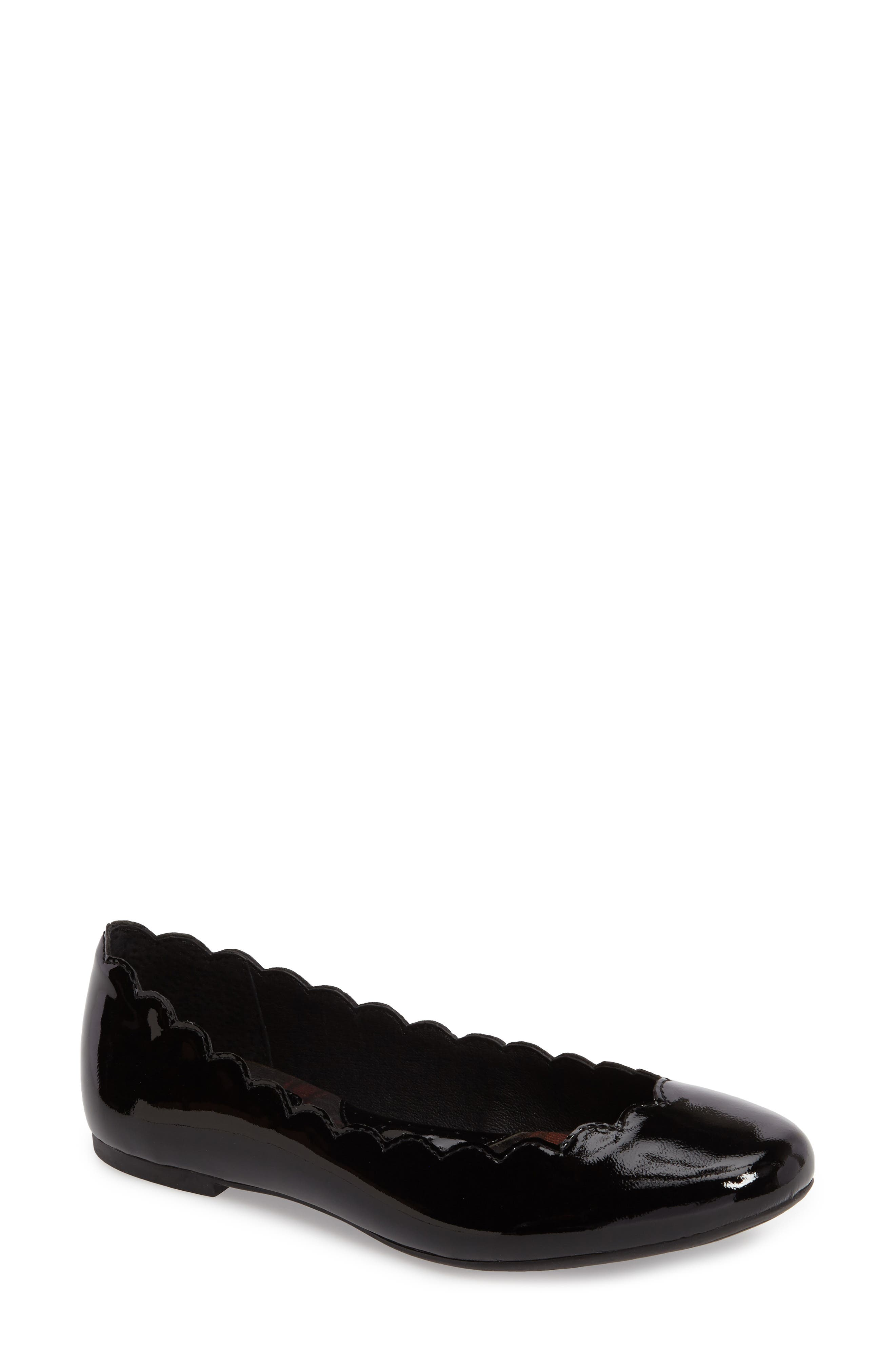 Børn Allie Scalloped Ballet Flat (Women)