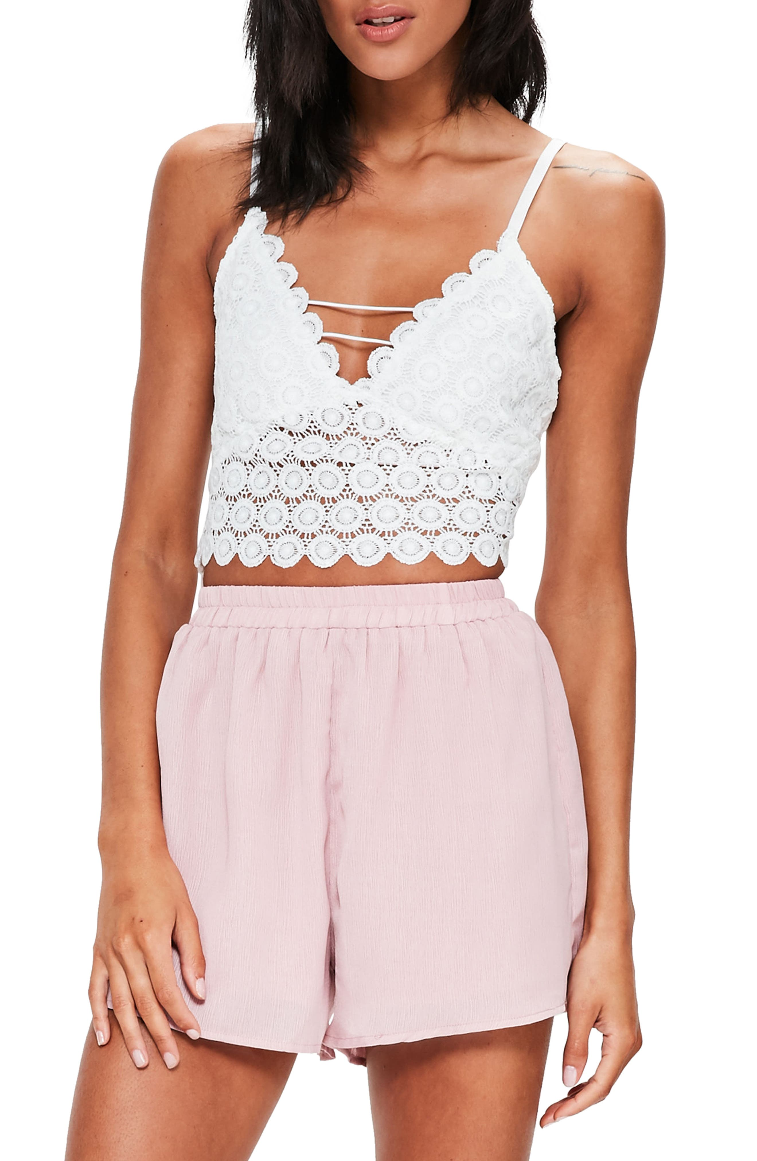 Main Image - Missguided Circle Lace Crop Tank