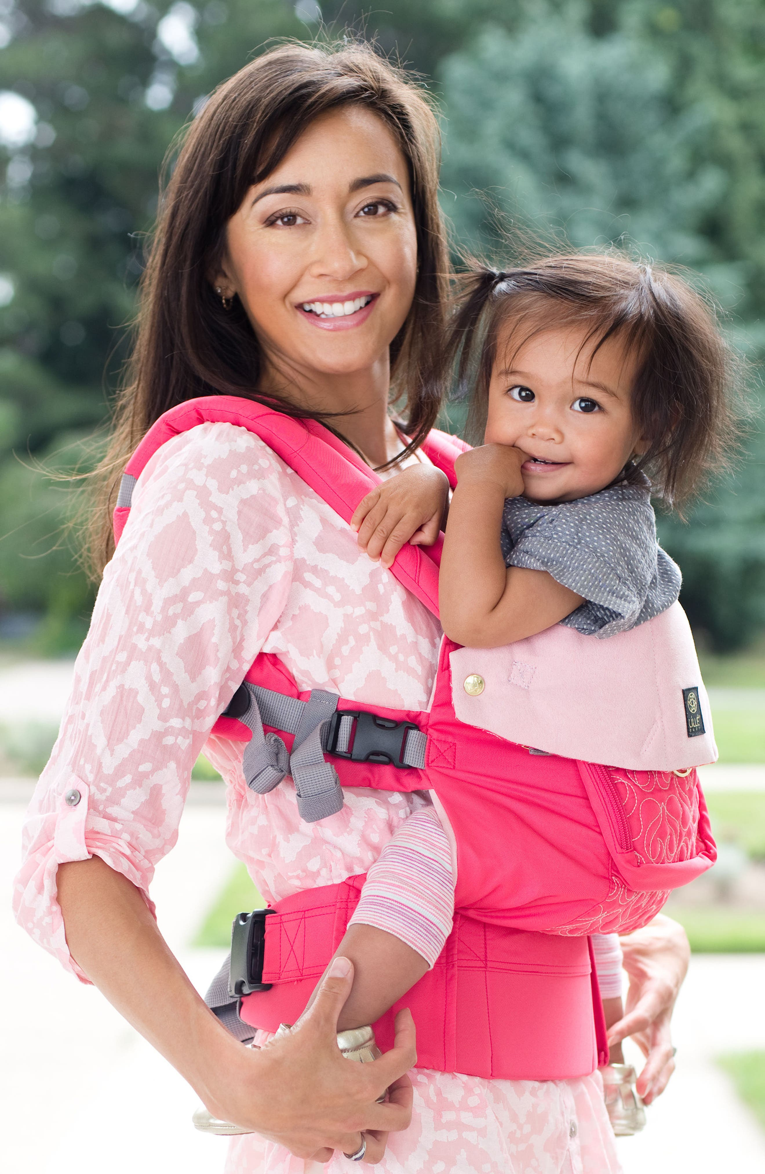 Alternate Image 7  - LILLEbaby 'Complete Embossed Luxe' Baby Carrier