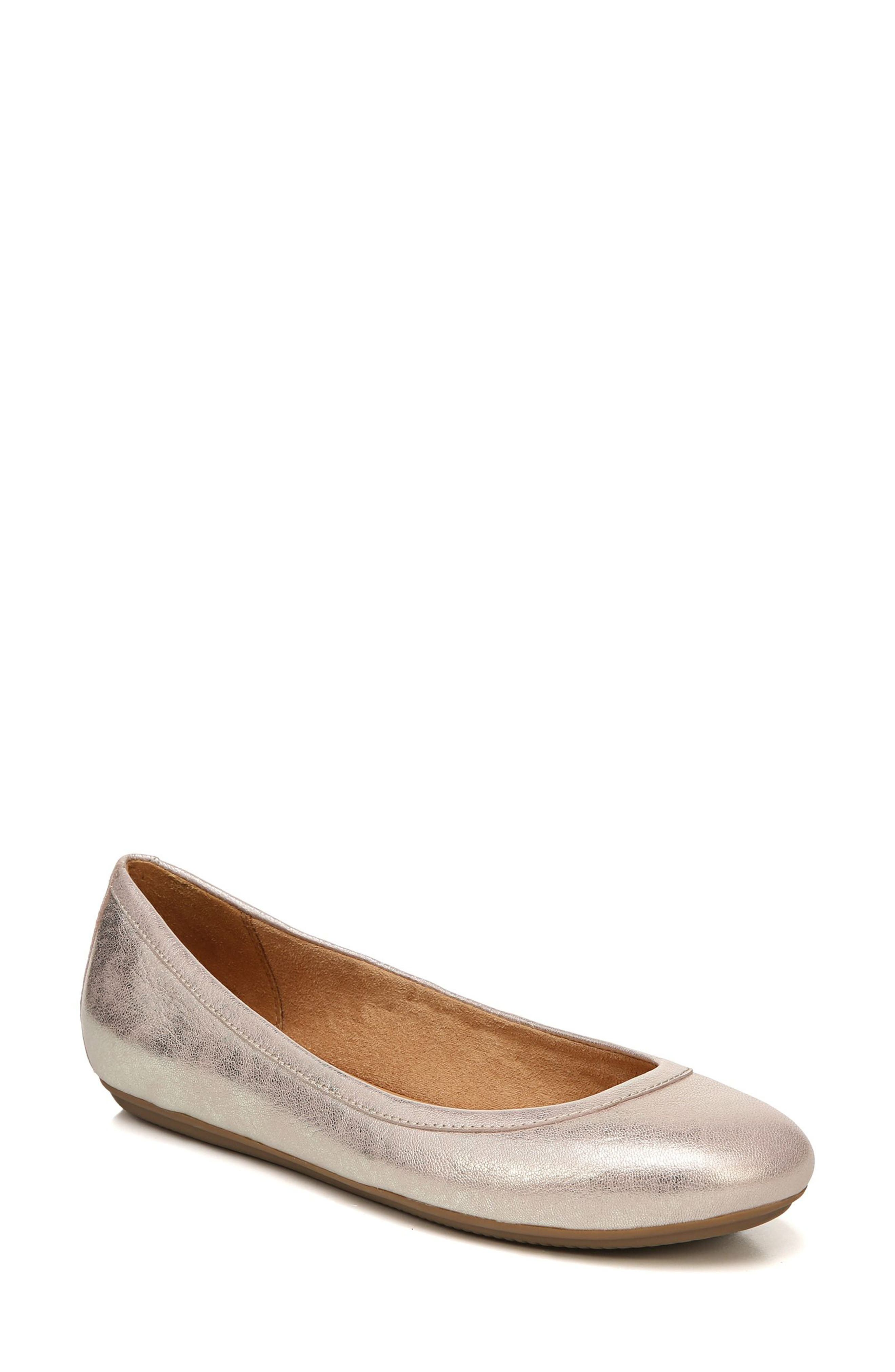 Alternate Image 1 Selected - Naturalizer Brittany Ballet Flat (Women)