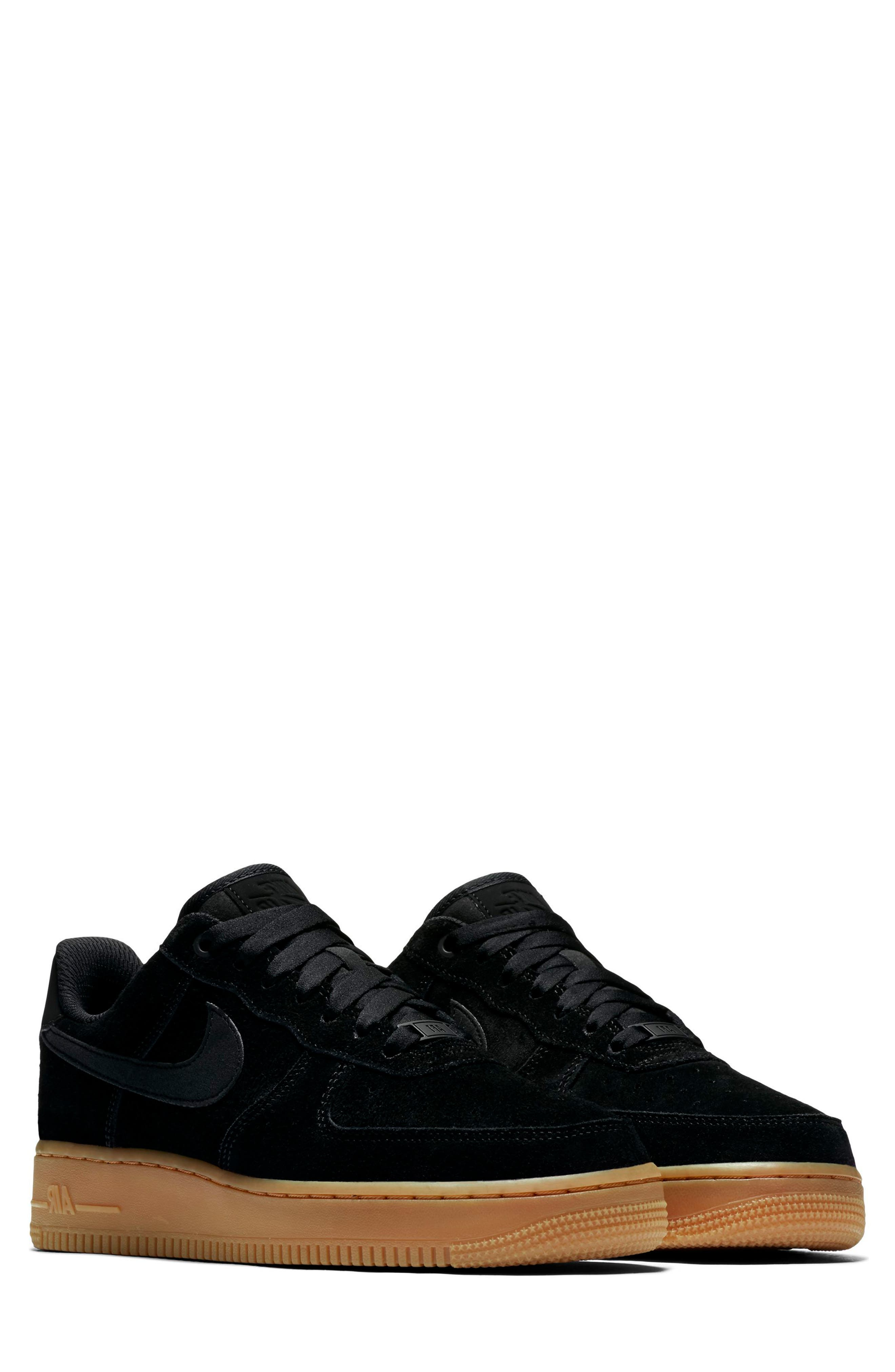 AIR FORCE 1 '07 SE SNEAKER