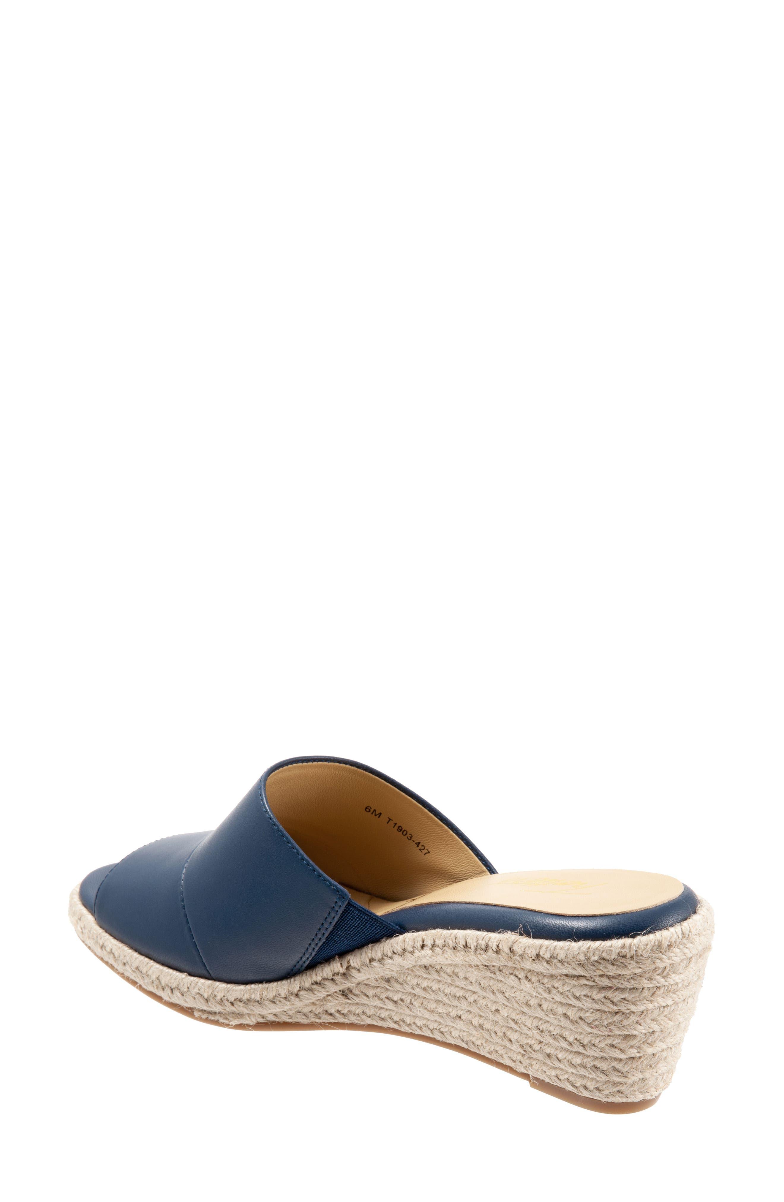 f95b4e611ed Women s Trotters Sandals
