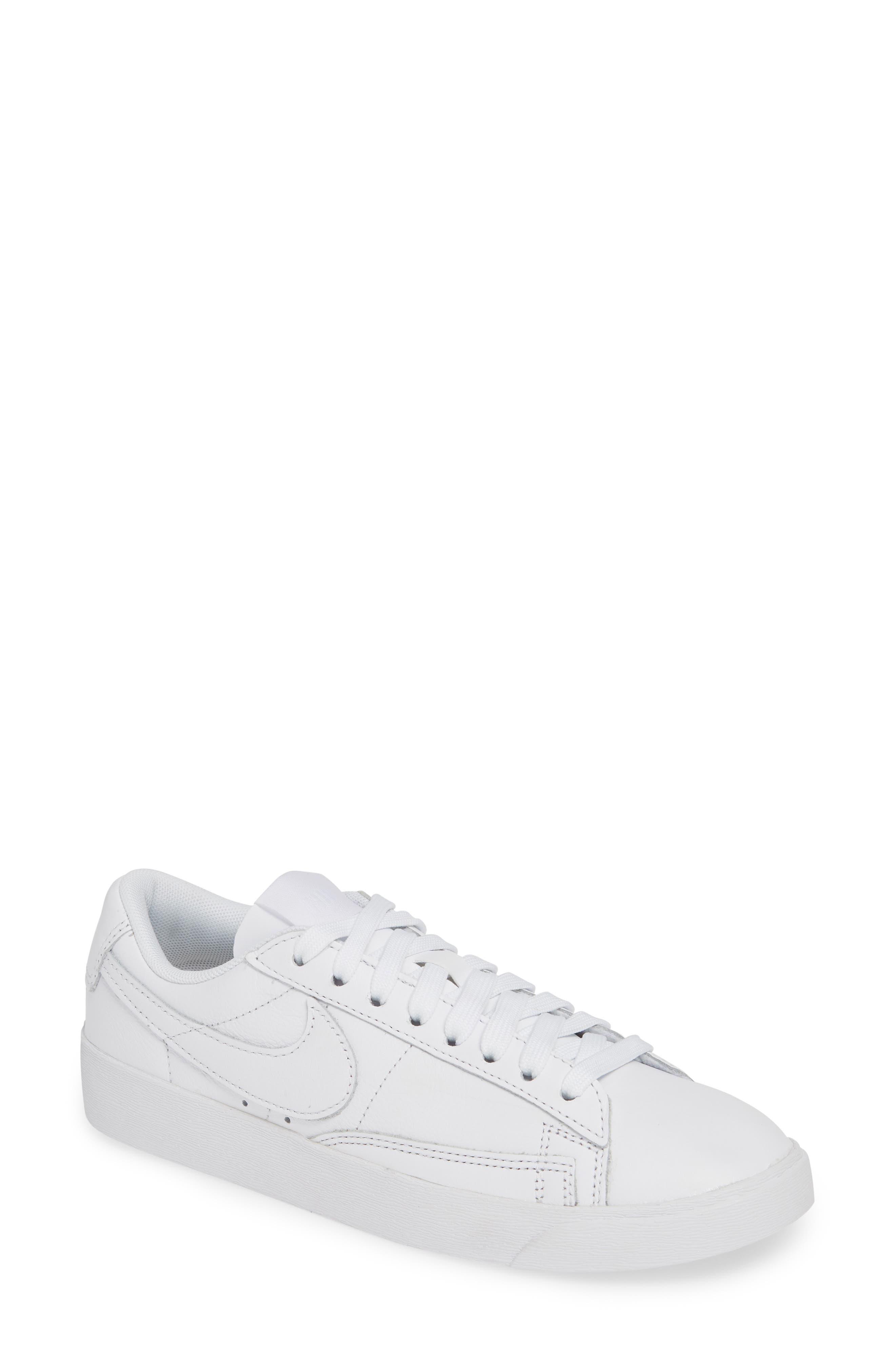 white nike low top sneakers