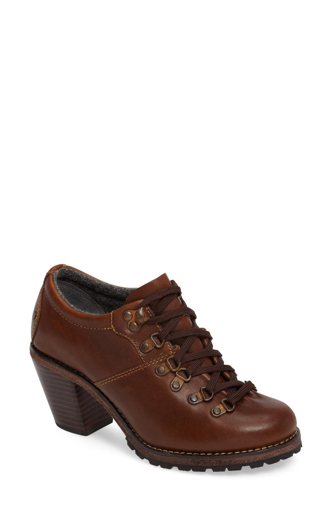 Main Image - Woolrich Cascade Range Oxford Pump (Women)