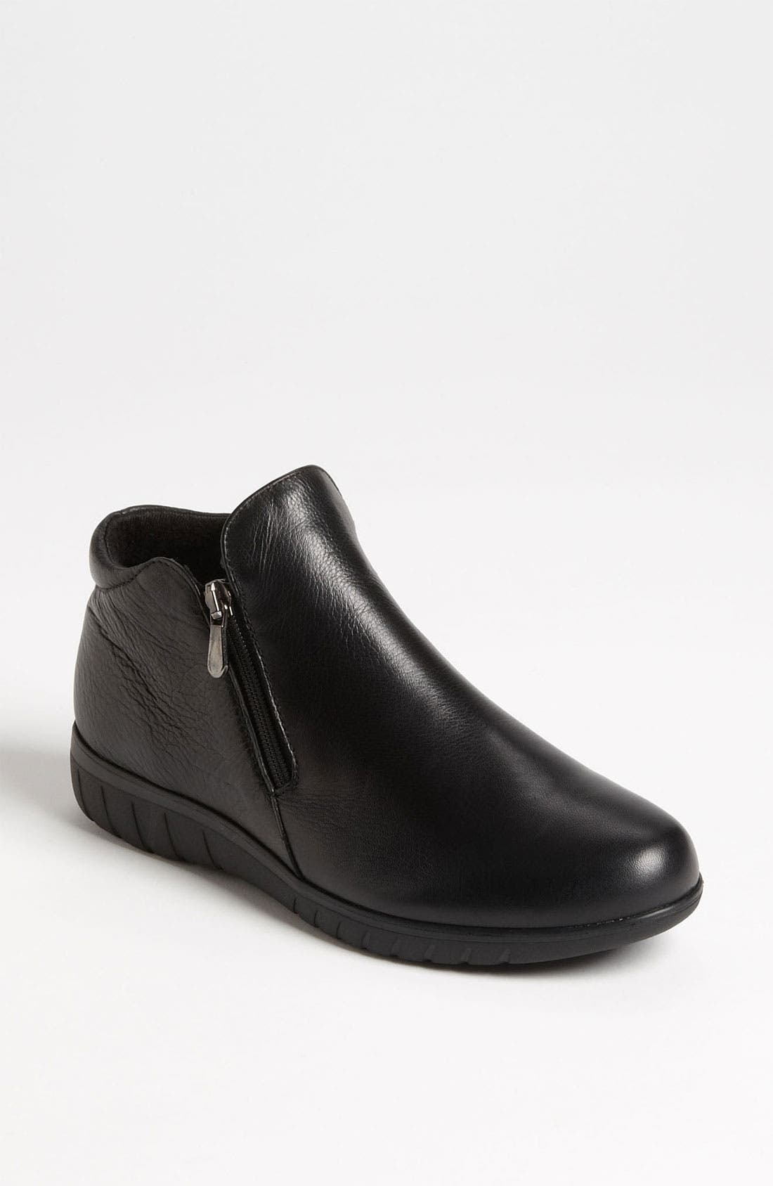 Alternate Image 1 Selected - Munro 'Kenzie' Flat (Women)