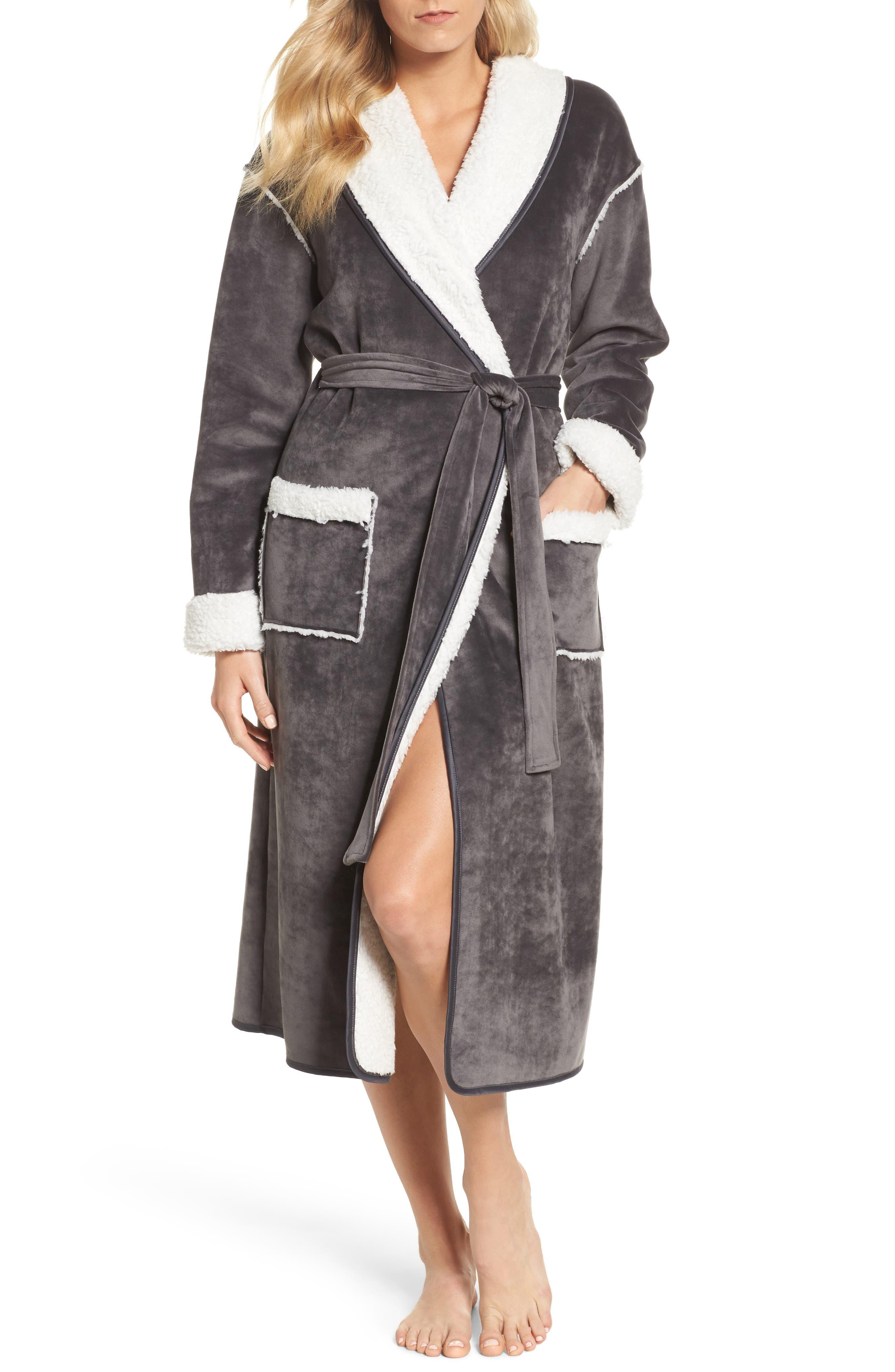 Nordstrom Lingerie Wintertide Plush Robe