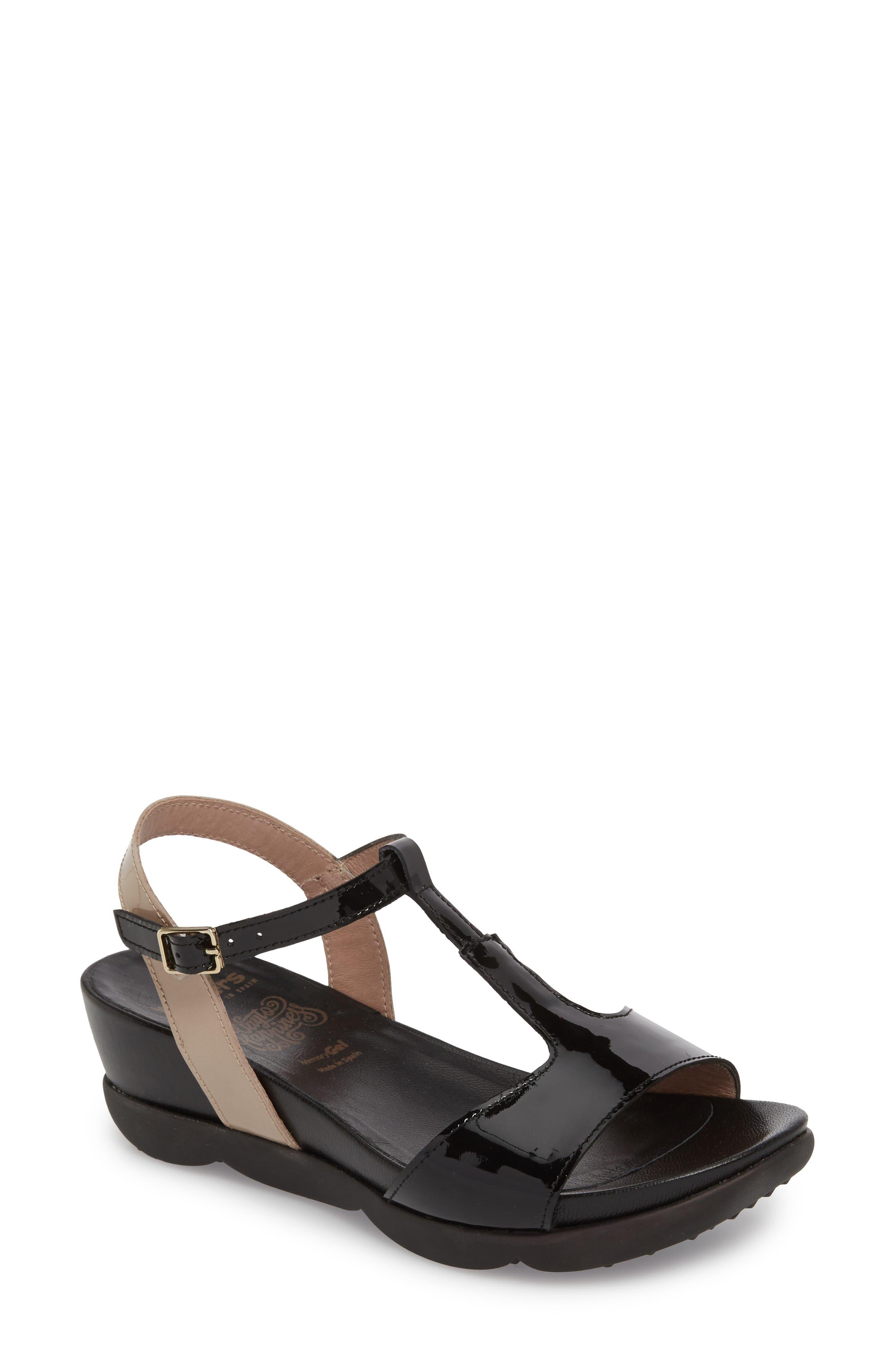 WONDERS Wedge Sandal in Black/ Taupe Leather