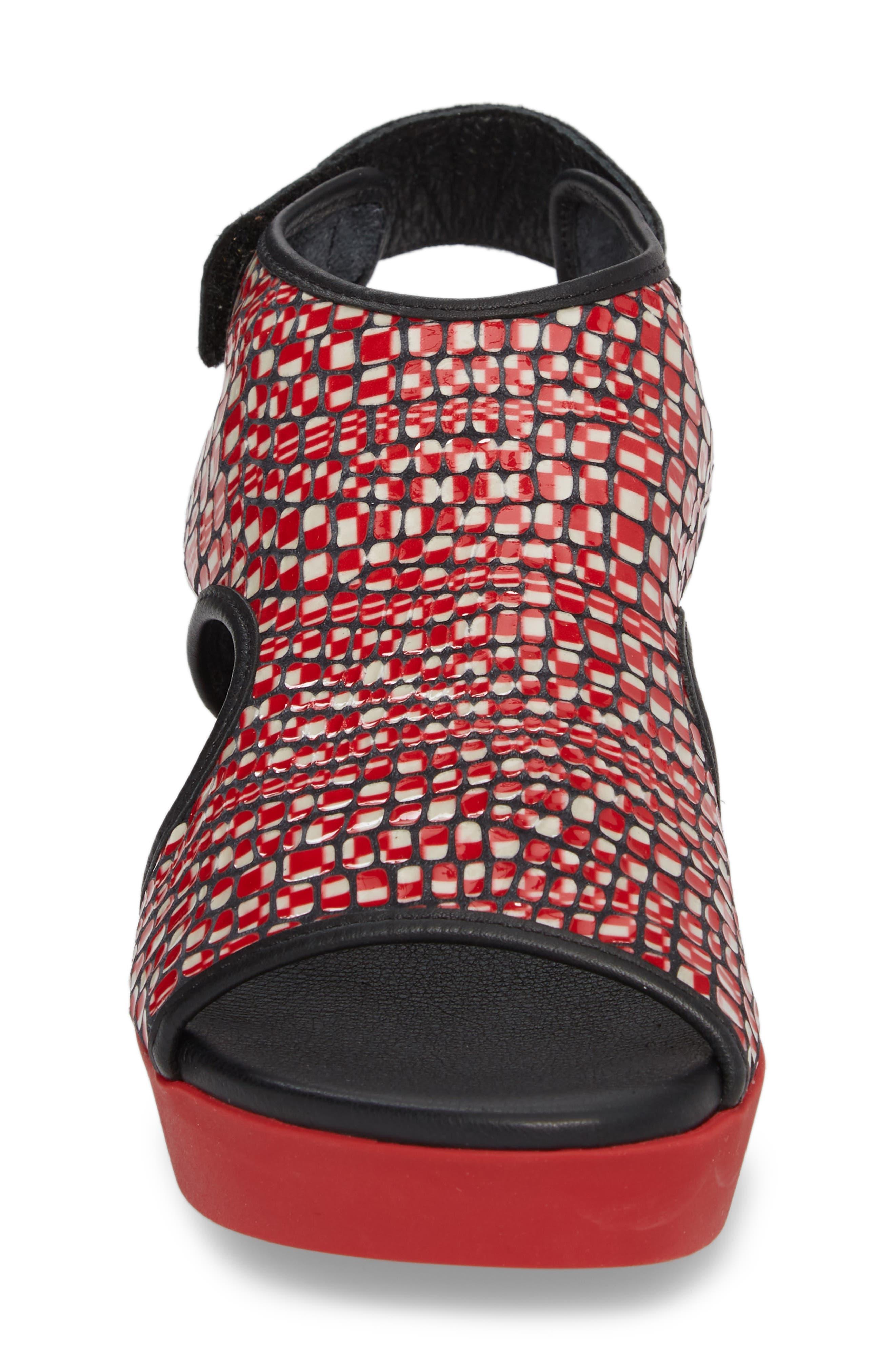 Naka Popa Wedge Sandal,                             Alternate thumbnail 4, color,                             Noir/ Rosso Leather