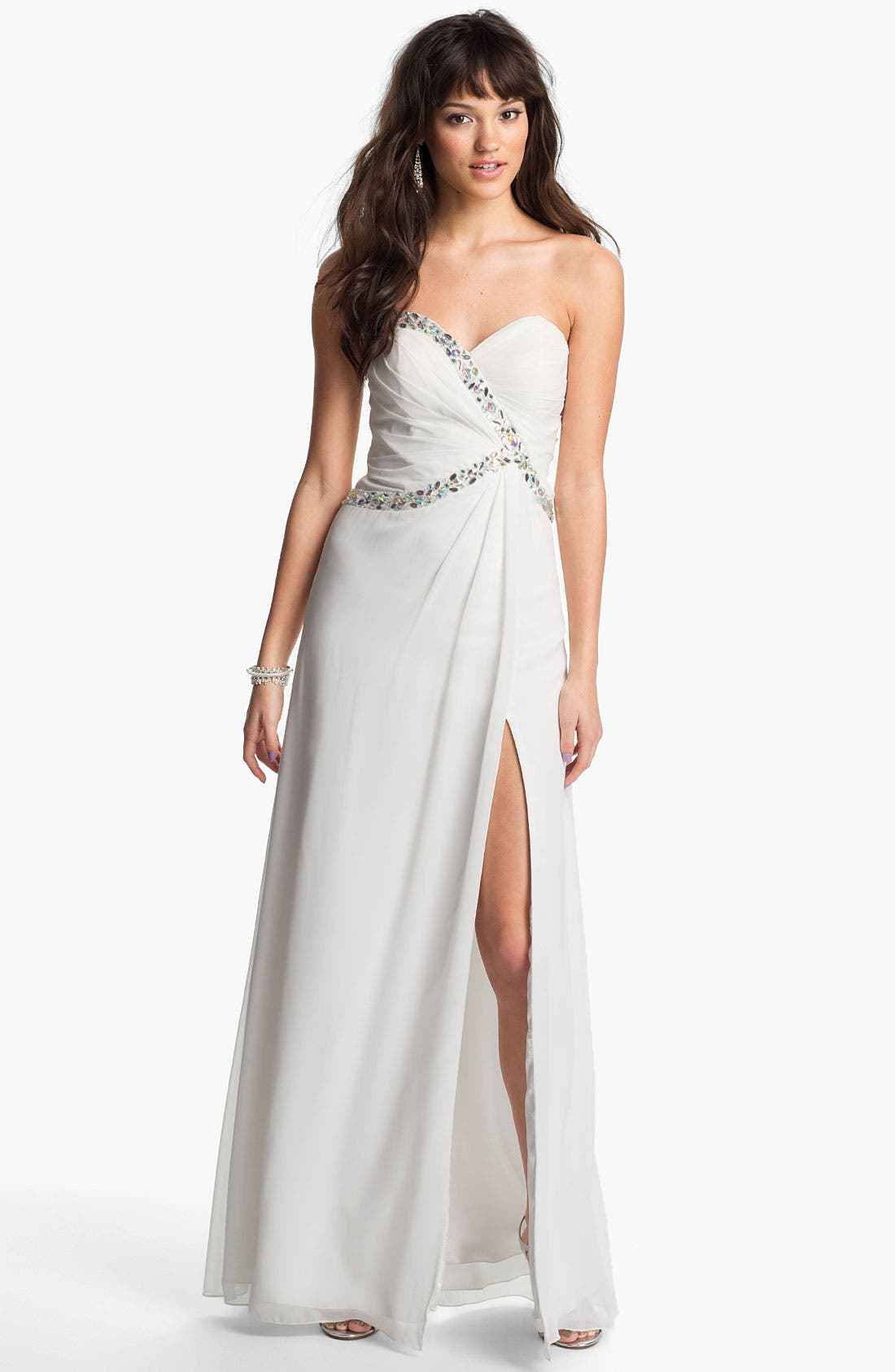Main Image - Faviana Embellished Back Twist Chiffon Gown (Online Only)