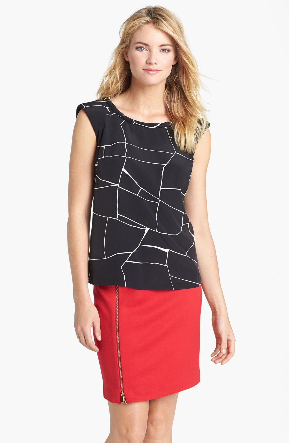 Alternate Image 1 Selected - Vince Camuto Back Cutout Print Shell