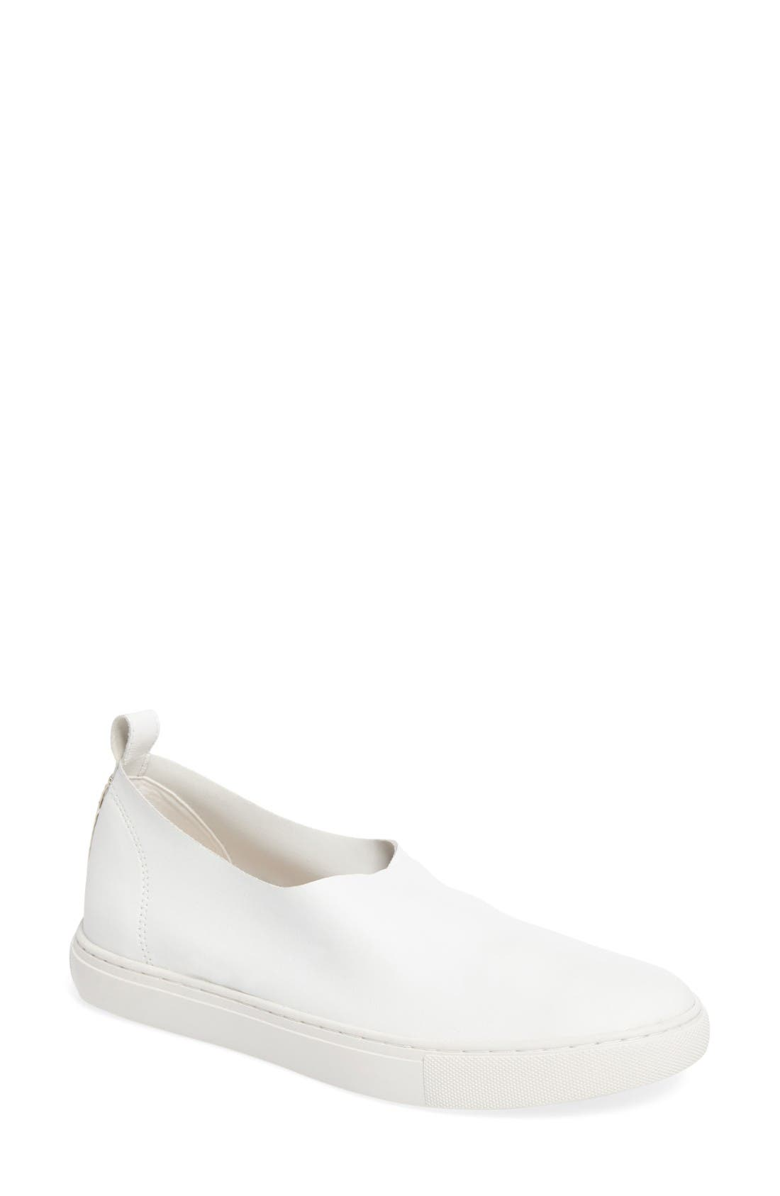 KENNETH COLE NEW YORK Kathy Slip-On Sneaker